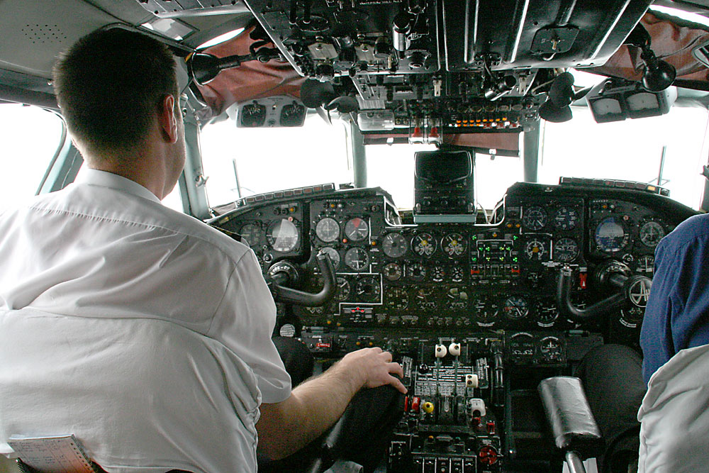 http://upload.wikimedia.org/wikipedia/commons/6/6c/Antonow_an24_cockpit.jpg