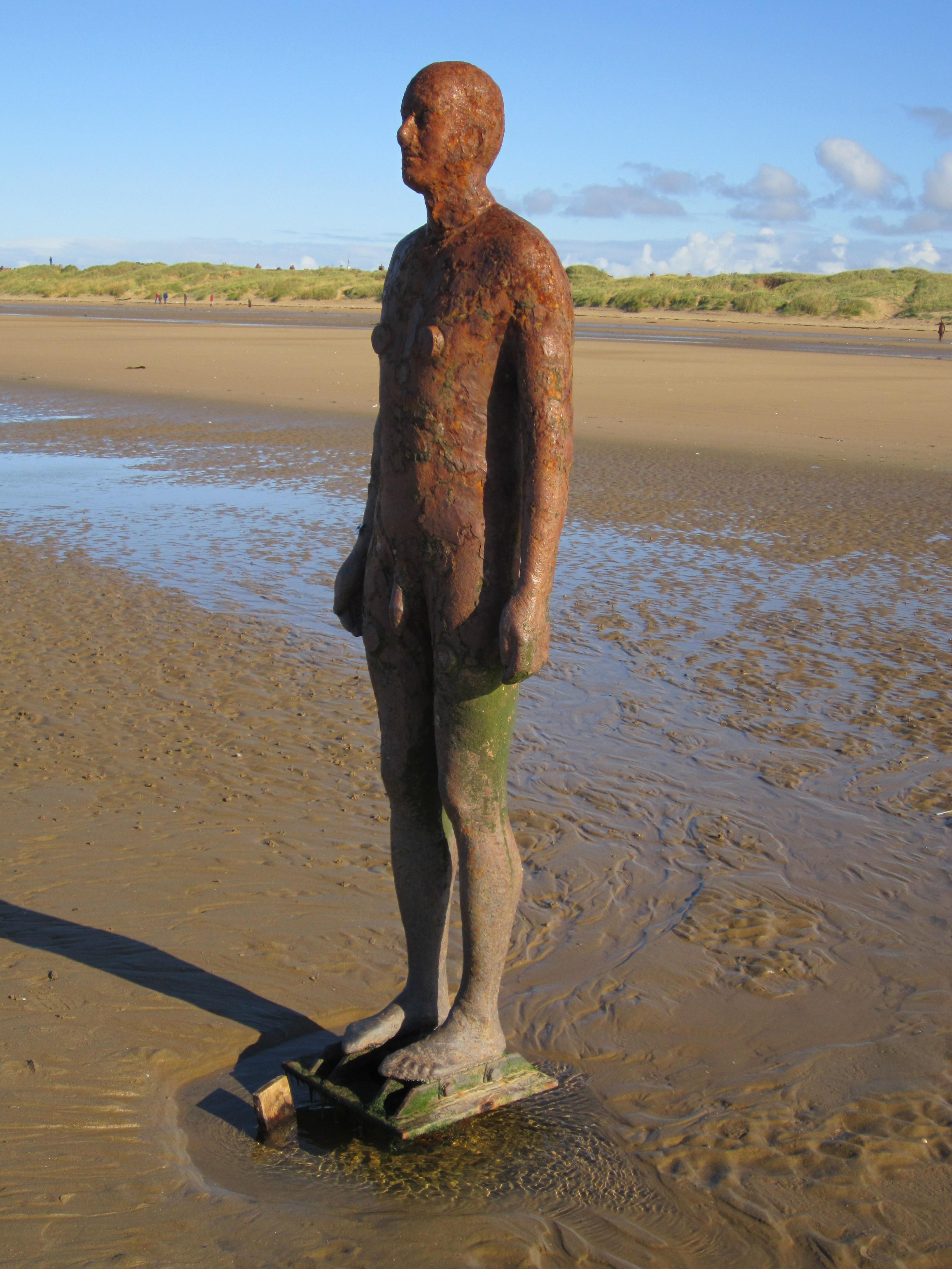 File:Antony Gormley's Another Place - IMG 2423.