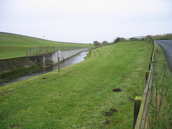 Aqueduct leading to Whittle Dene Reservoirs - geograph.org.uk - 1035860