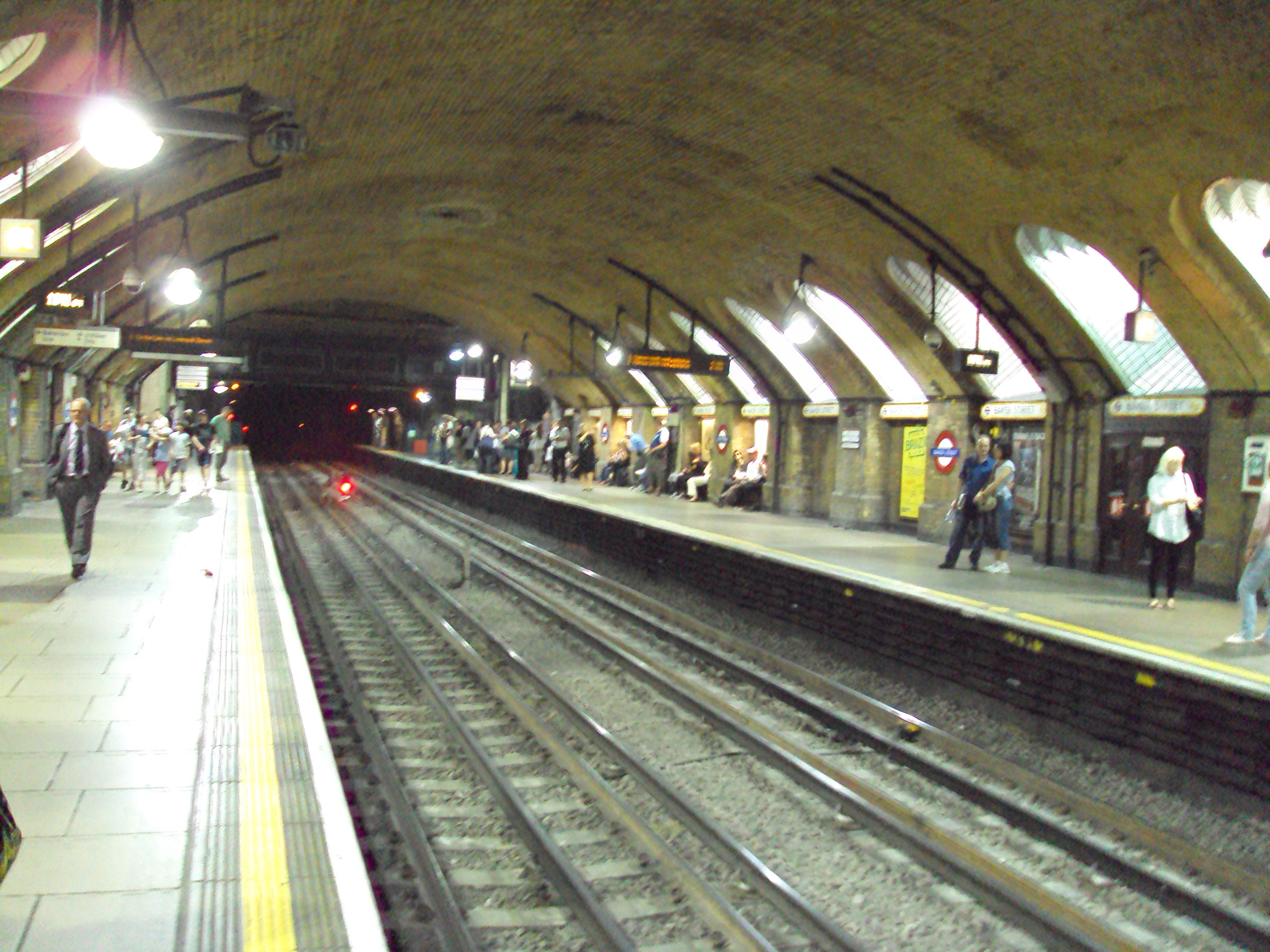 http://upload.wikimedia.org/wikipedia/commons/6/6c/Baker_Street_underground_station_-_DSC07030.JPG