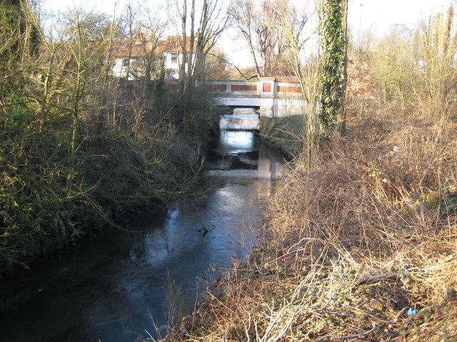 Beverley Brook at Beverley Bridge - geograph.org.uk - 676081