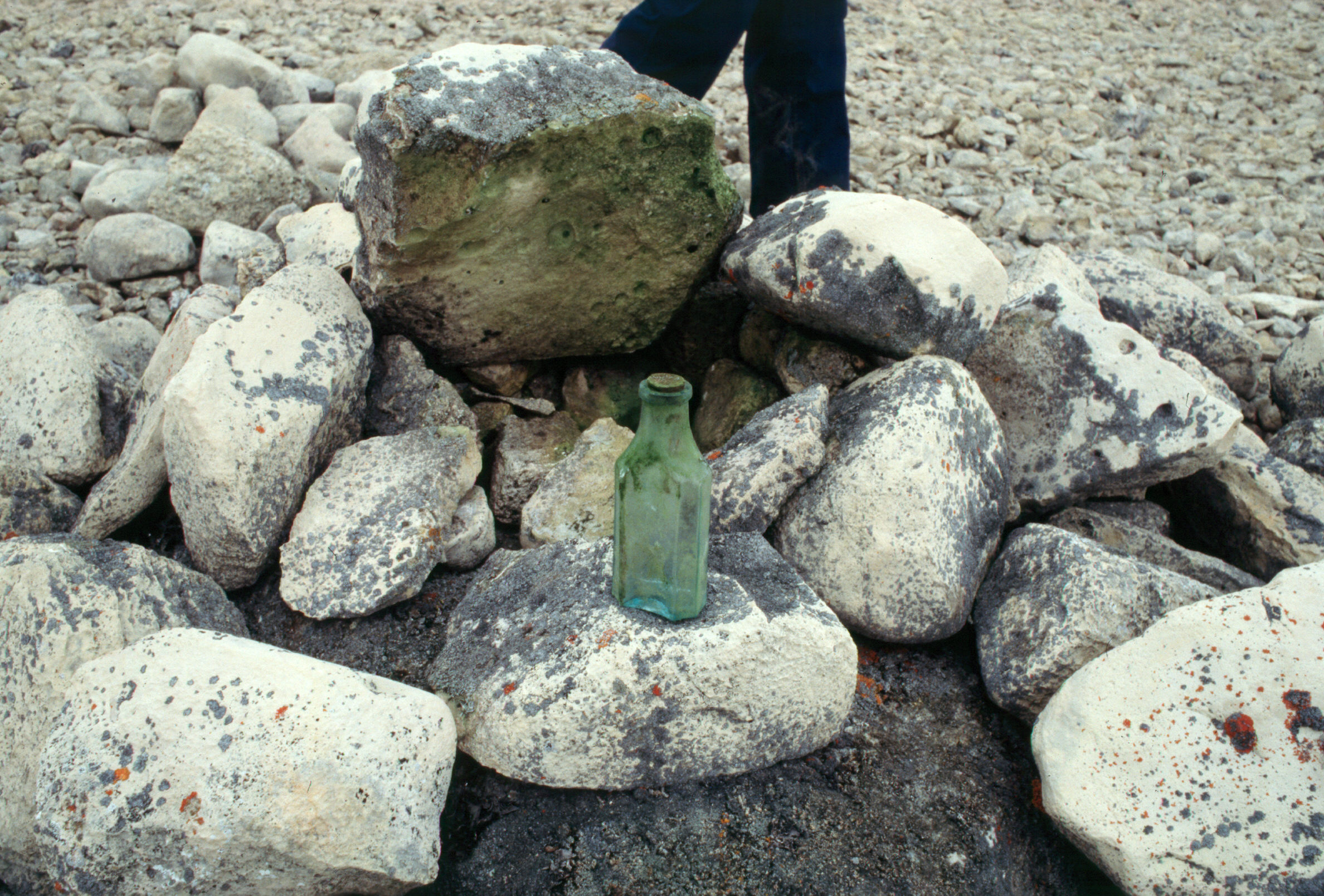File:Bottle with Scwatka's note found in a cairn at Cape