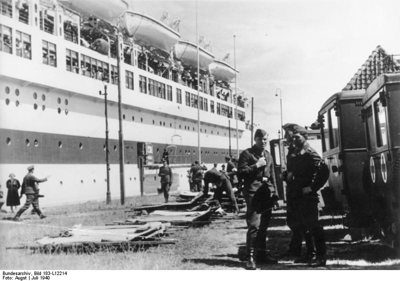 """File:Bundesarchiv Bild 183-L12214, Lazarettschiff """"Wilhelm Gustloff"""".jpg"""