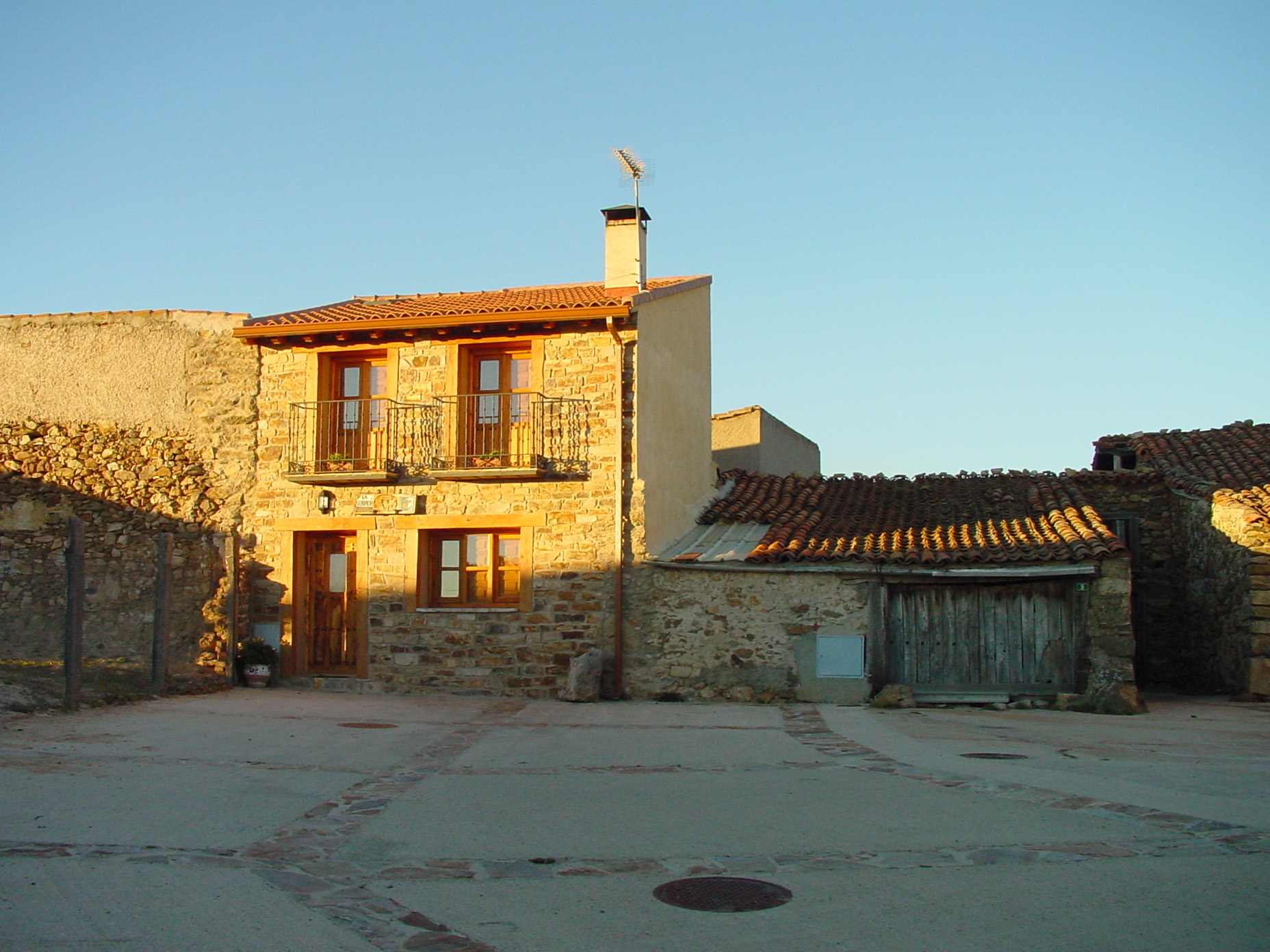 La serna del monte wikidata - Casa de piedra porcuna ...