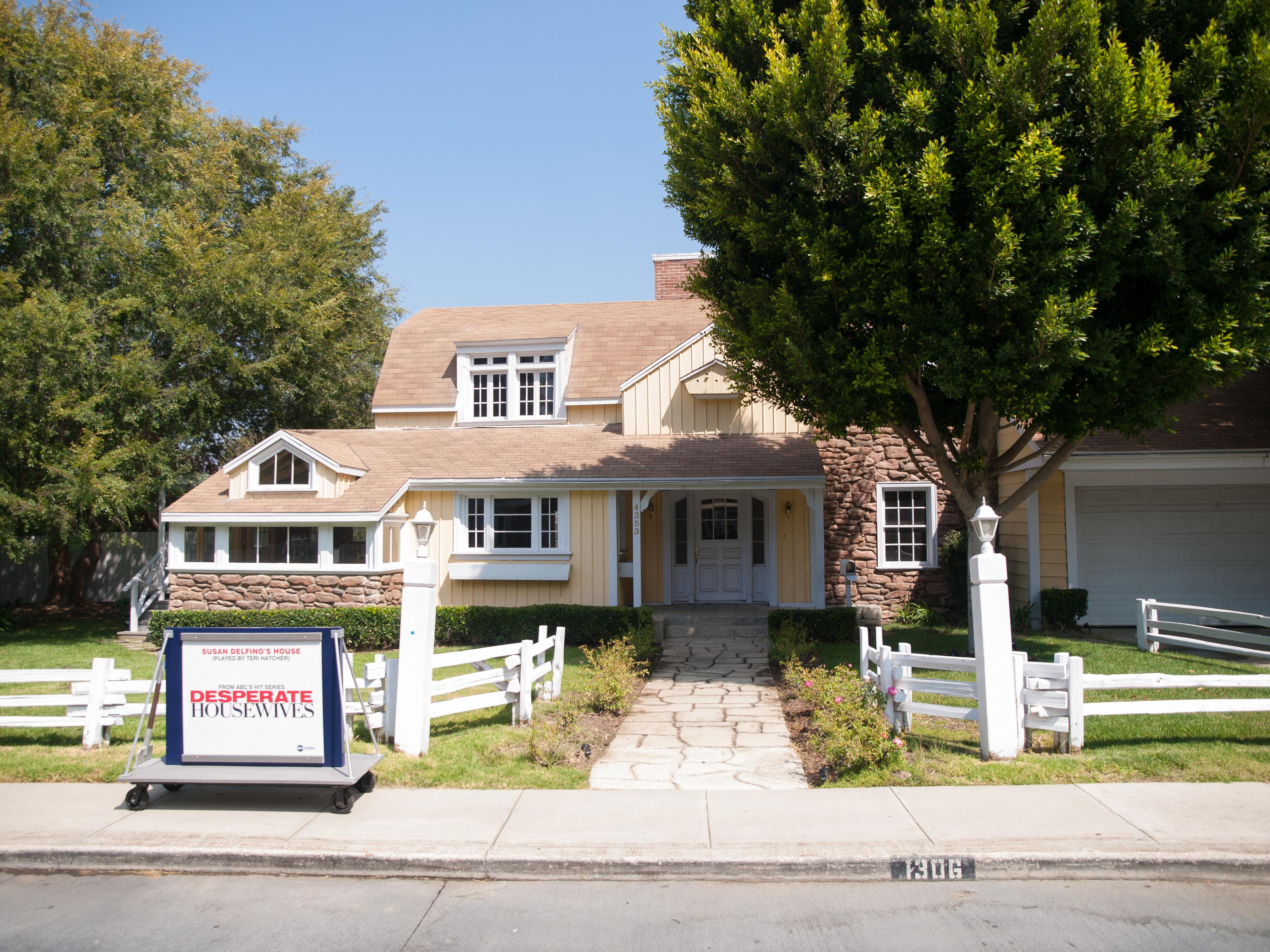 File Colonial Street Johnson Home 4353 Wisteria Lane