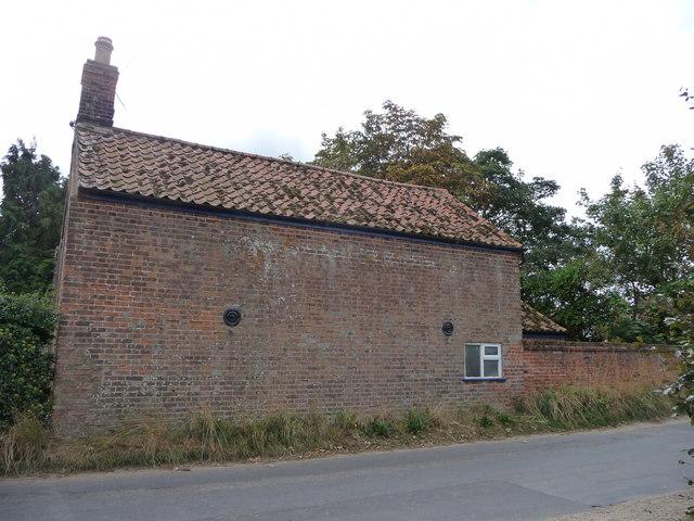 File:Cottage, Tuttington, Norfolk - geograph.org.uk - 1637973.jpg