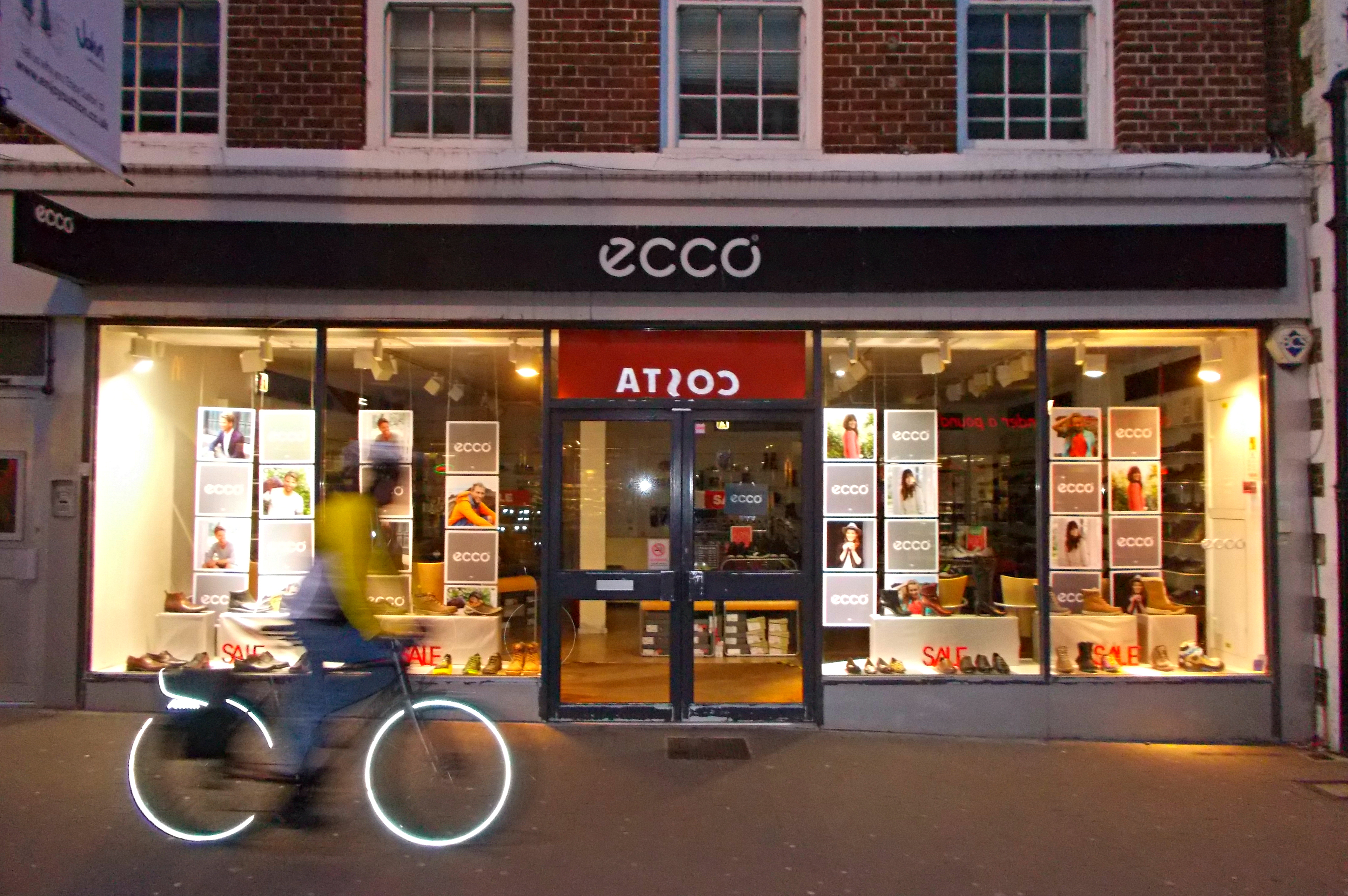File Cycling Past Ecco Shoes High St Sutton Surrey Greater