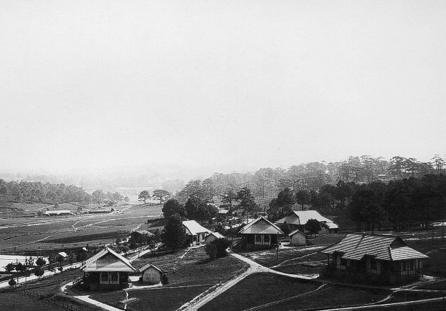 Tập tin:Emplacement de l'hotel du Lang Biang 1920s.jpg
