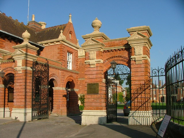 File:Entrance to Marlborough College on the Bath Road. - geograph.org.uk - 1509846.jpg