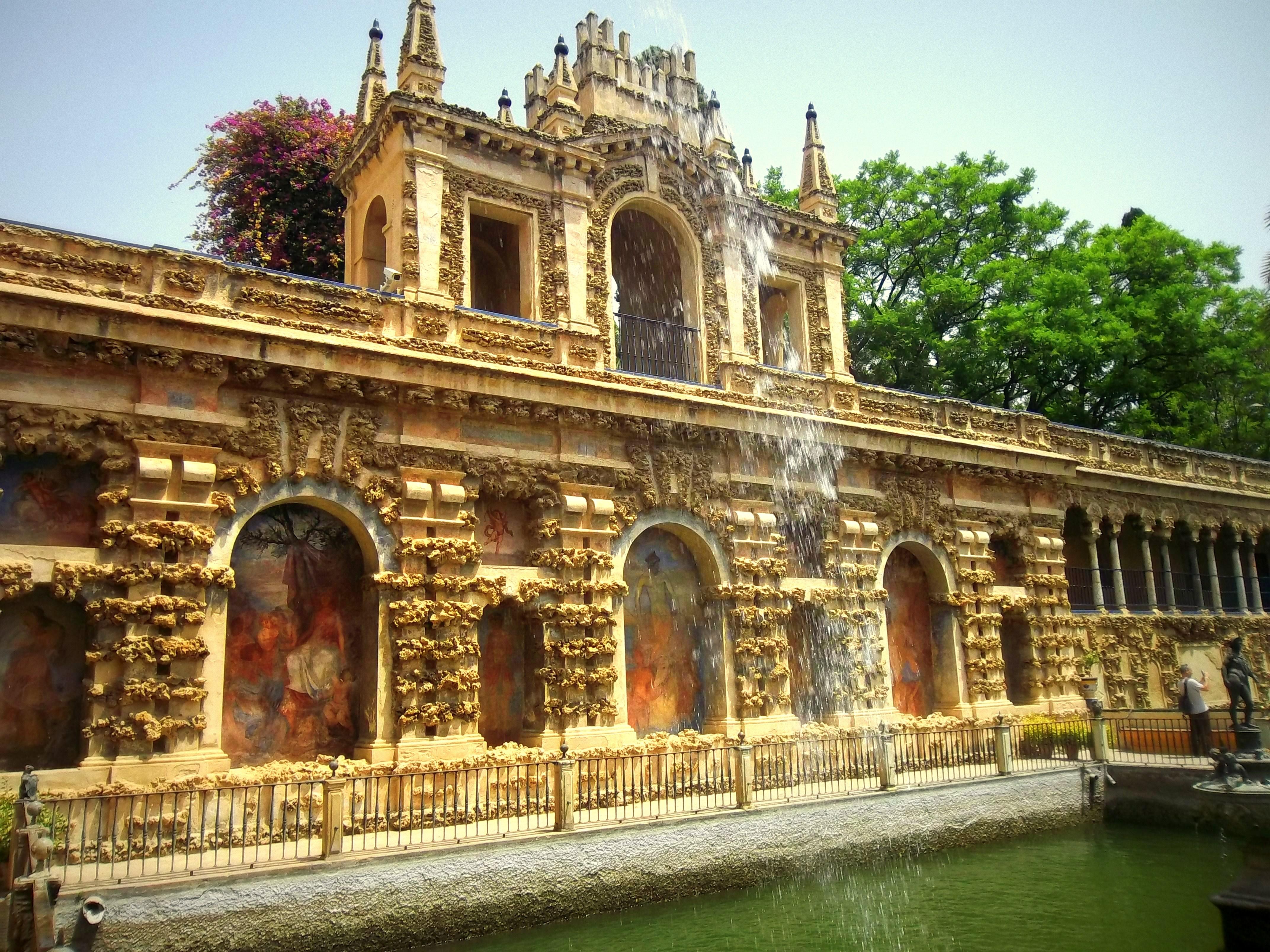 File estanque con fuente jardines del alcazar de sevilla jpg wikimedia commons - Jardines del eden sevilla ...