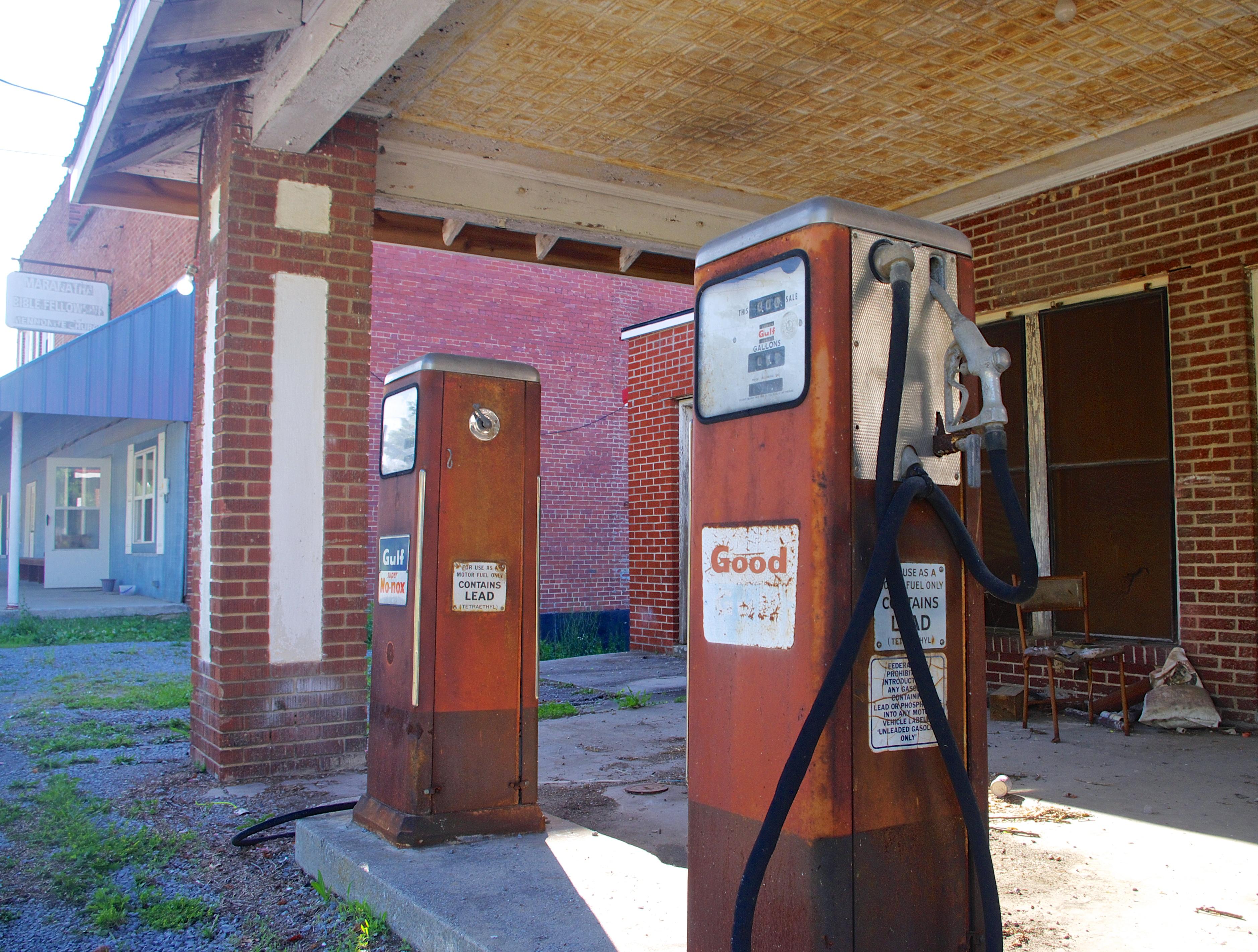 File:Ewing-old-gas-pumps-va jpg - Wikimedia Commons