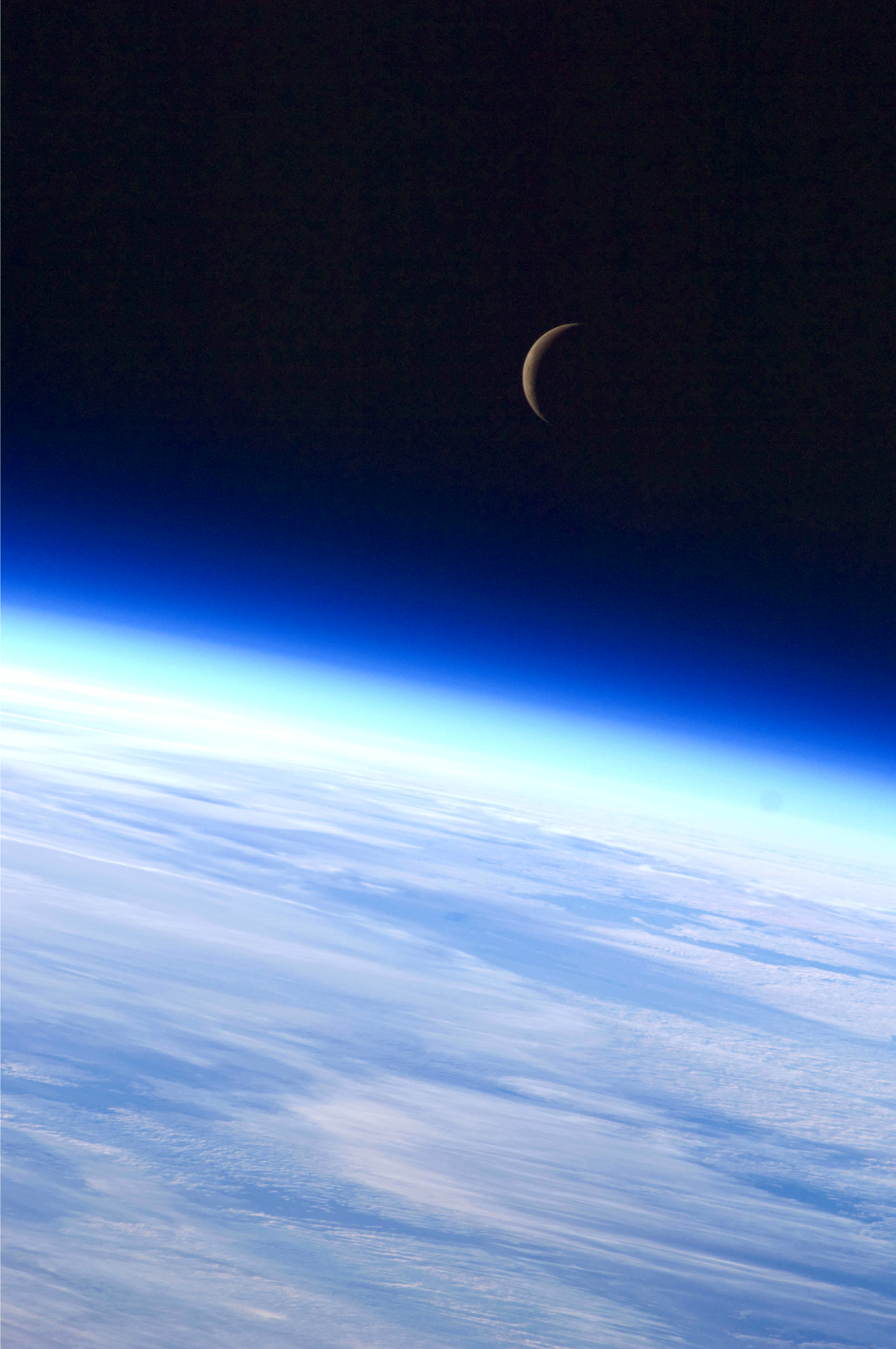 File:Expedition 24 Crescent Moon.jpg - Wikimedia Commons