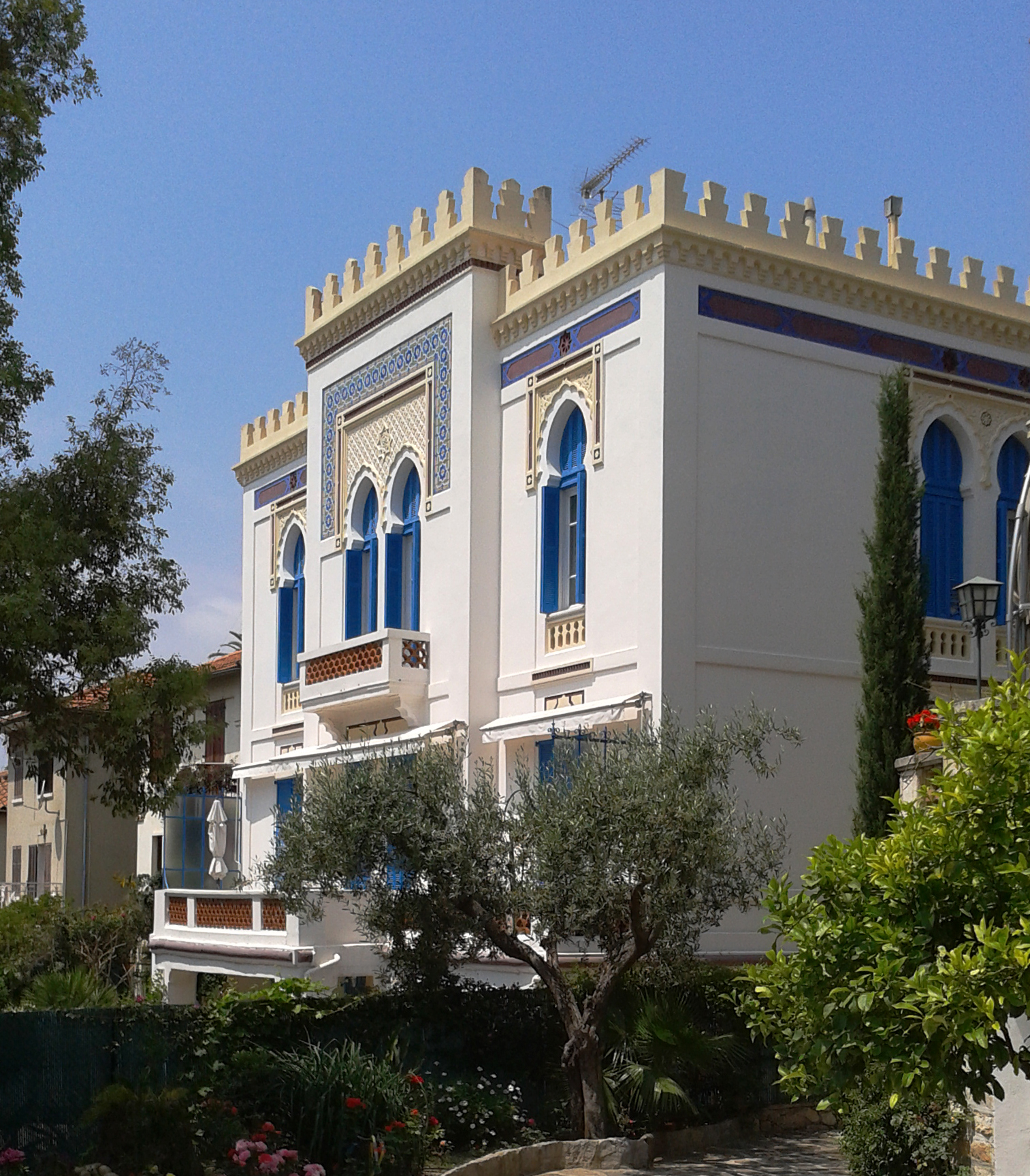 File fr 83 hyeres villa tunisienne fa ade c t for Jardin villa noailles hyeres