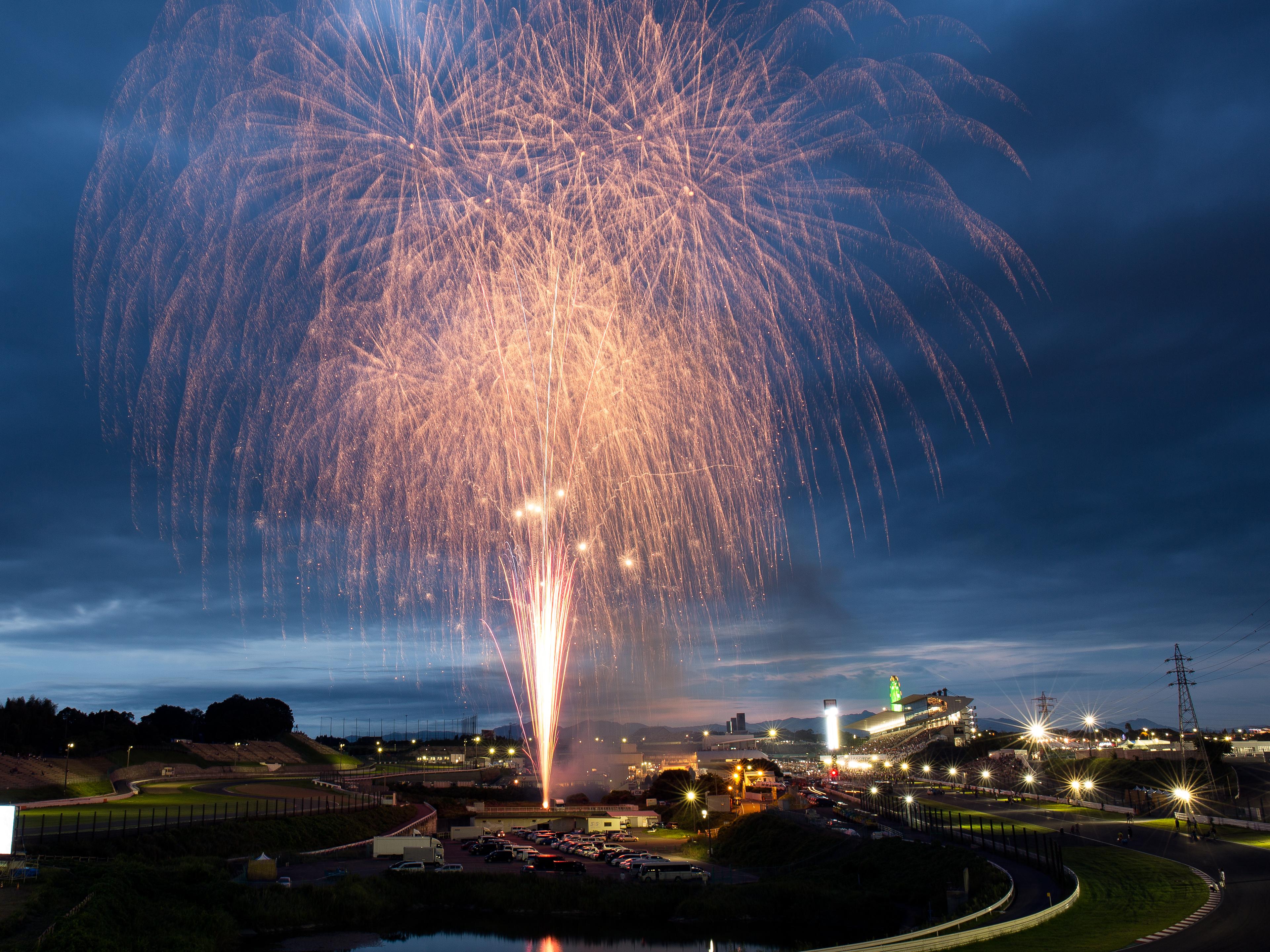 File:Fireworks at the 2014 Super GT Suzuka (Sunday) jpg