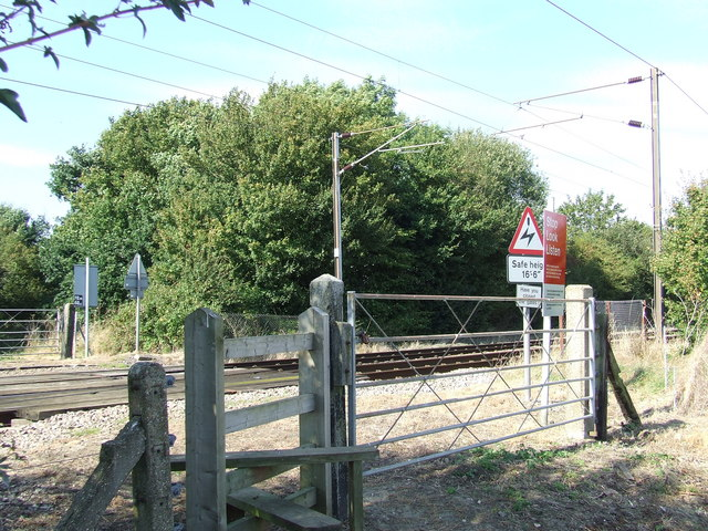 File:Footpath crossing - geograph.org.uk - 557976.jpg