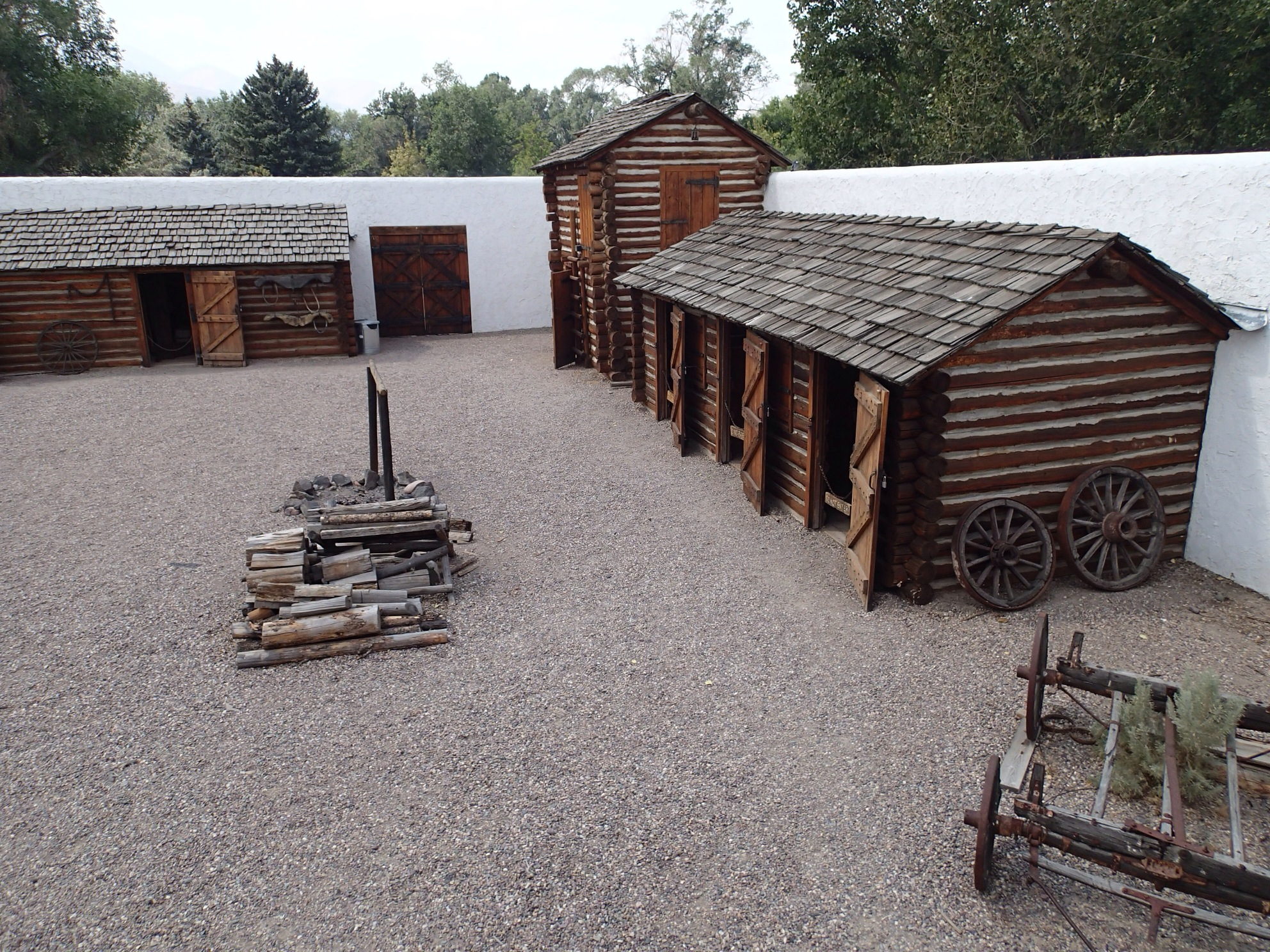 File Fort Hall Replica Courtyard Pocatello Id Jpeg Wikimedia Commons