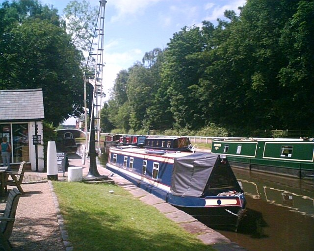 Fradley Junction, Trent and Mersey Canal - geograph.org.uk - 677254