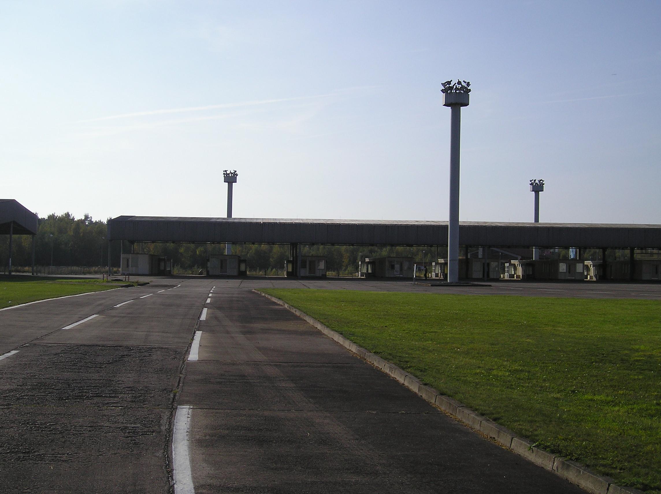 Grensovergang-helmstedt-marienborn-paspoortcontrole-personenautos-04