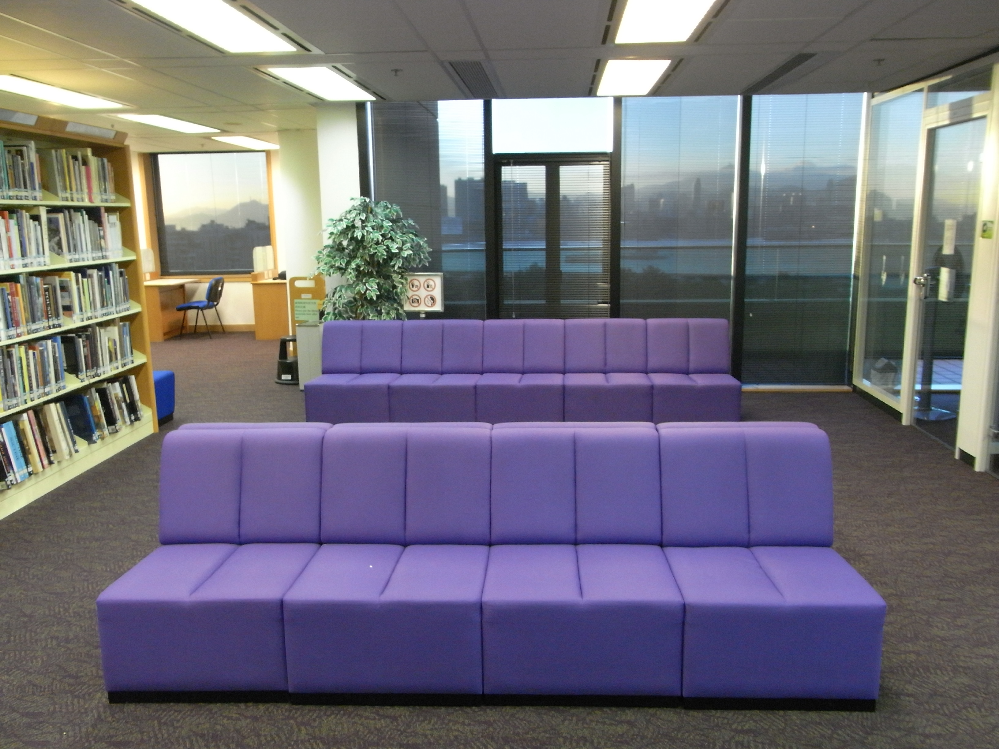 File Hk 香港中央圖書館 Central Library 10th Floor Interior Lobby Sofa In Purple