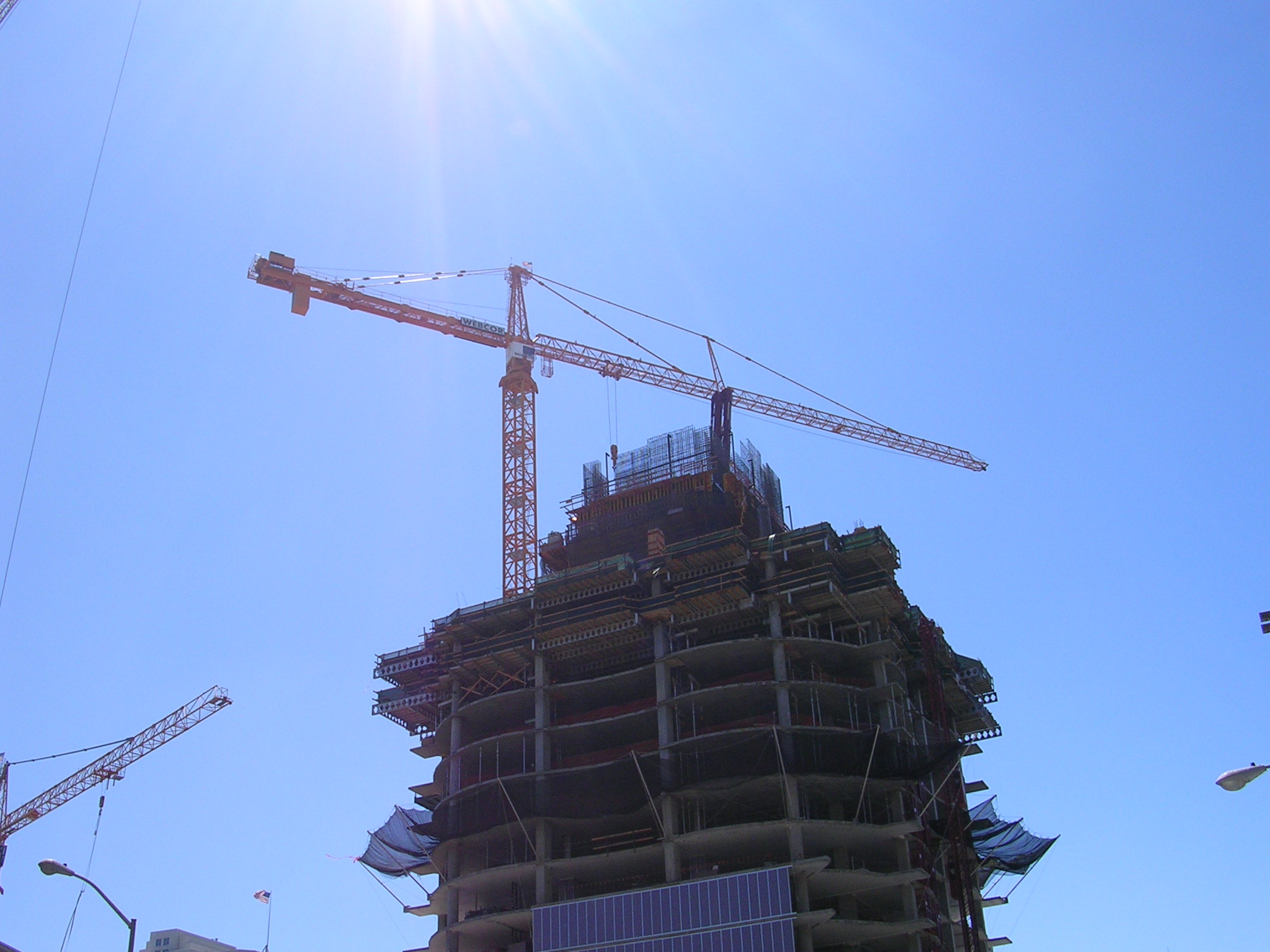 File Higher Angle View Of The Tower Crane And The Infinity