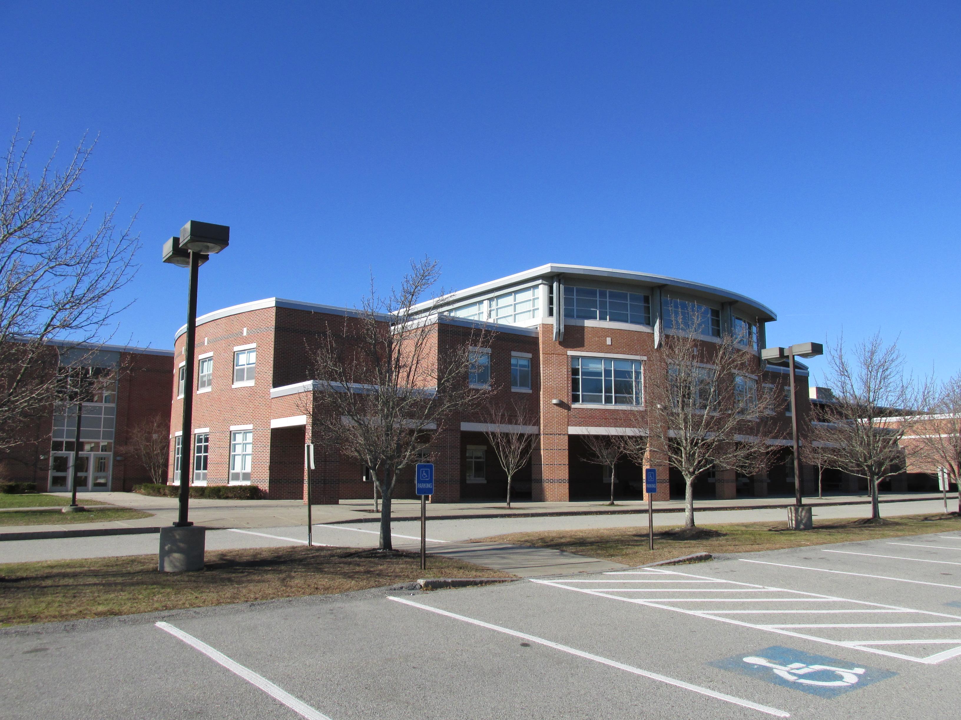 File:Hingham High School, Hingham MA.jpg