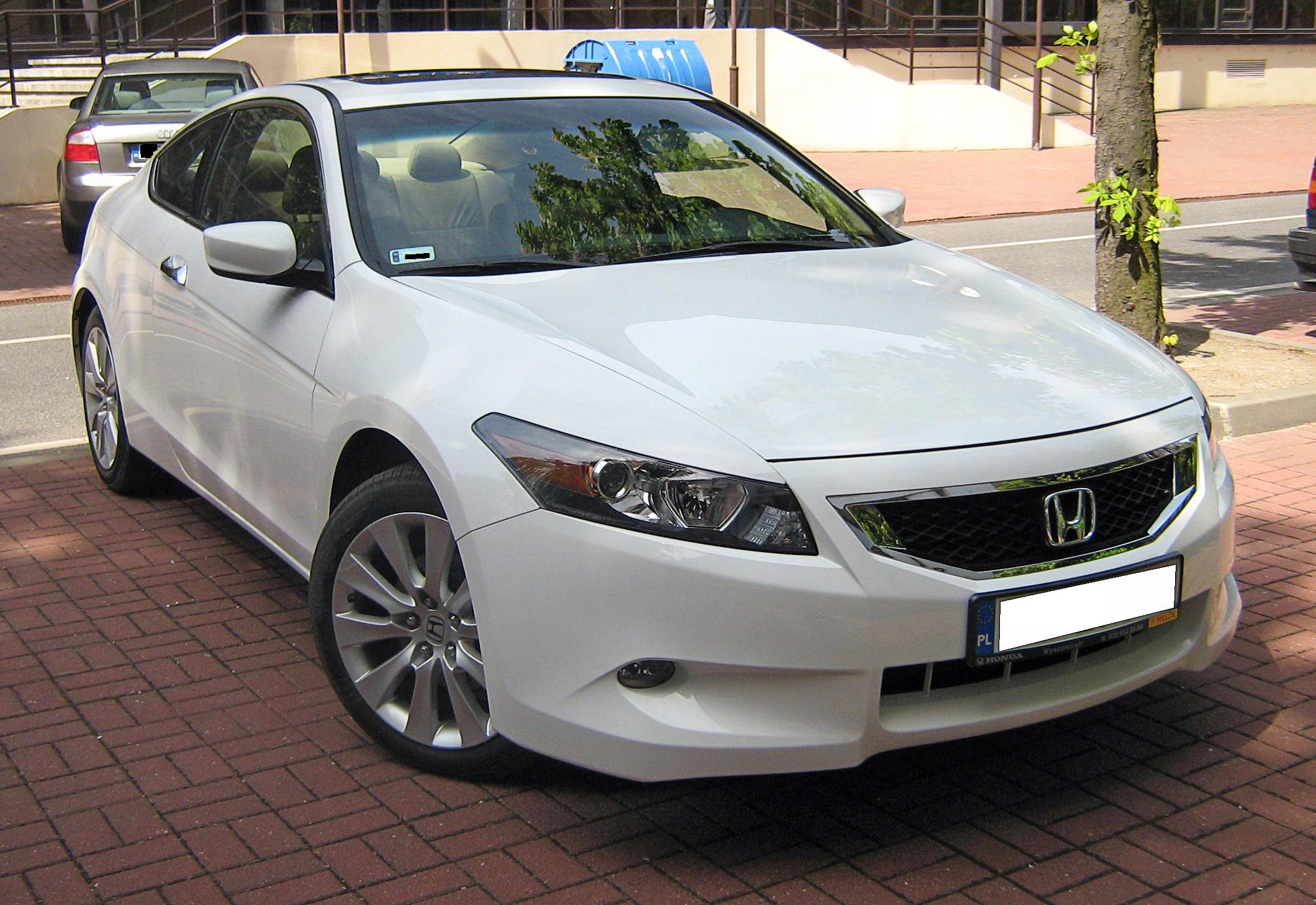 File:Honda Accord Coupe VIII Front   Before Exhibition TTM 2009