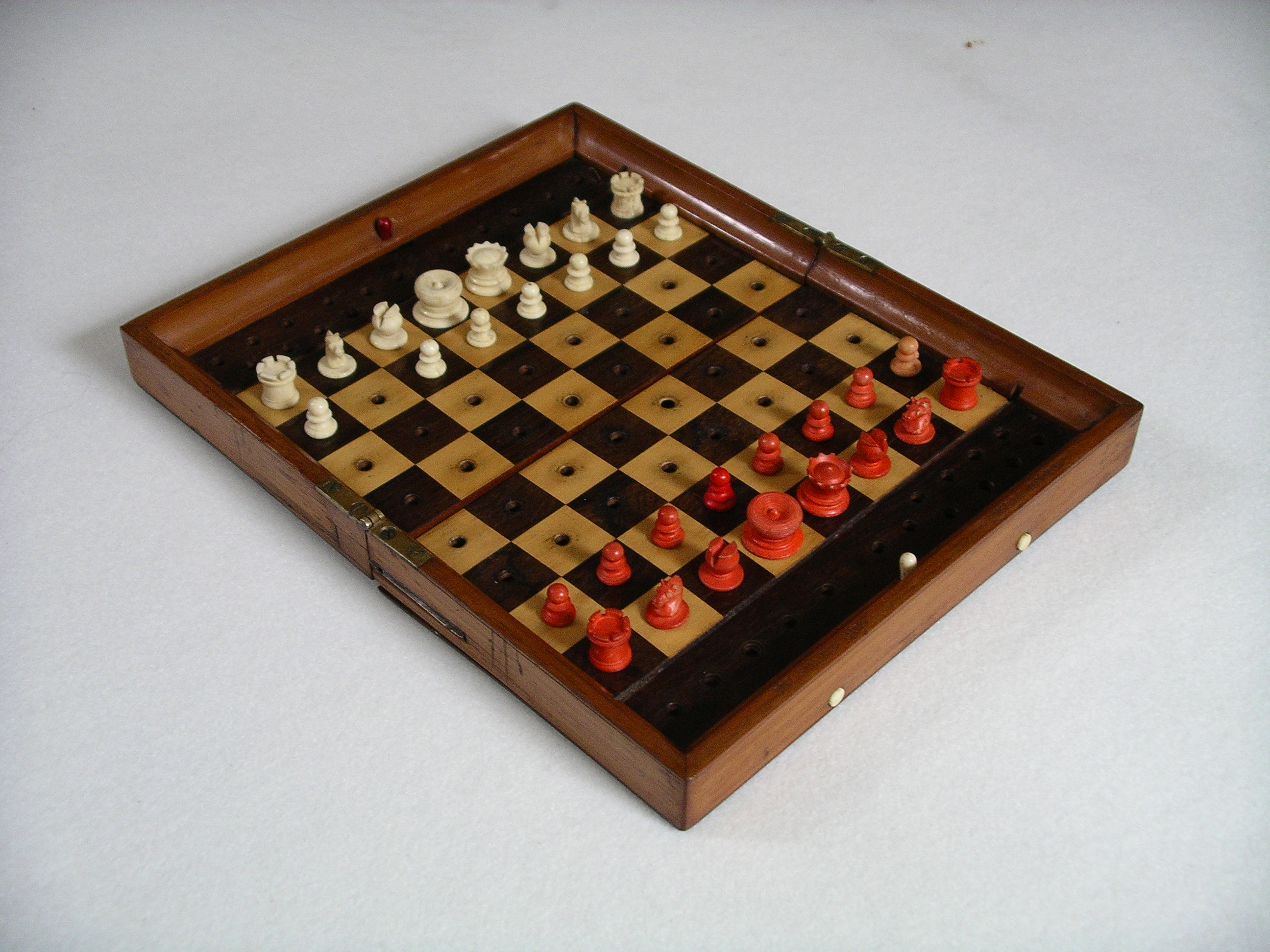 File jaques london antique portable chess set oblique jpg wikimedia commons - Collectible chess sets ...