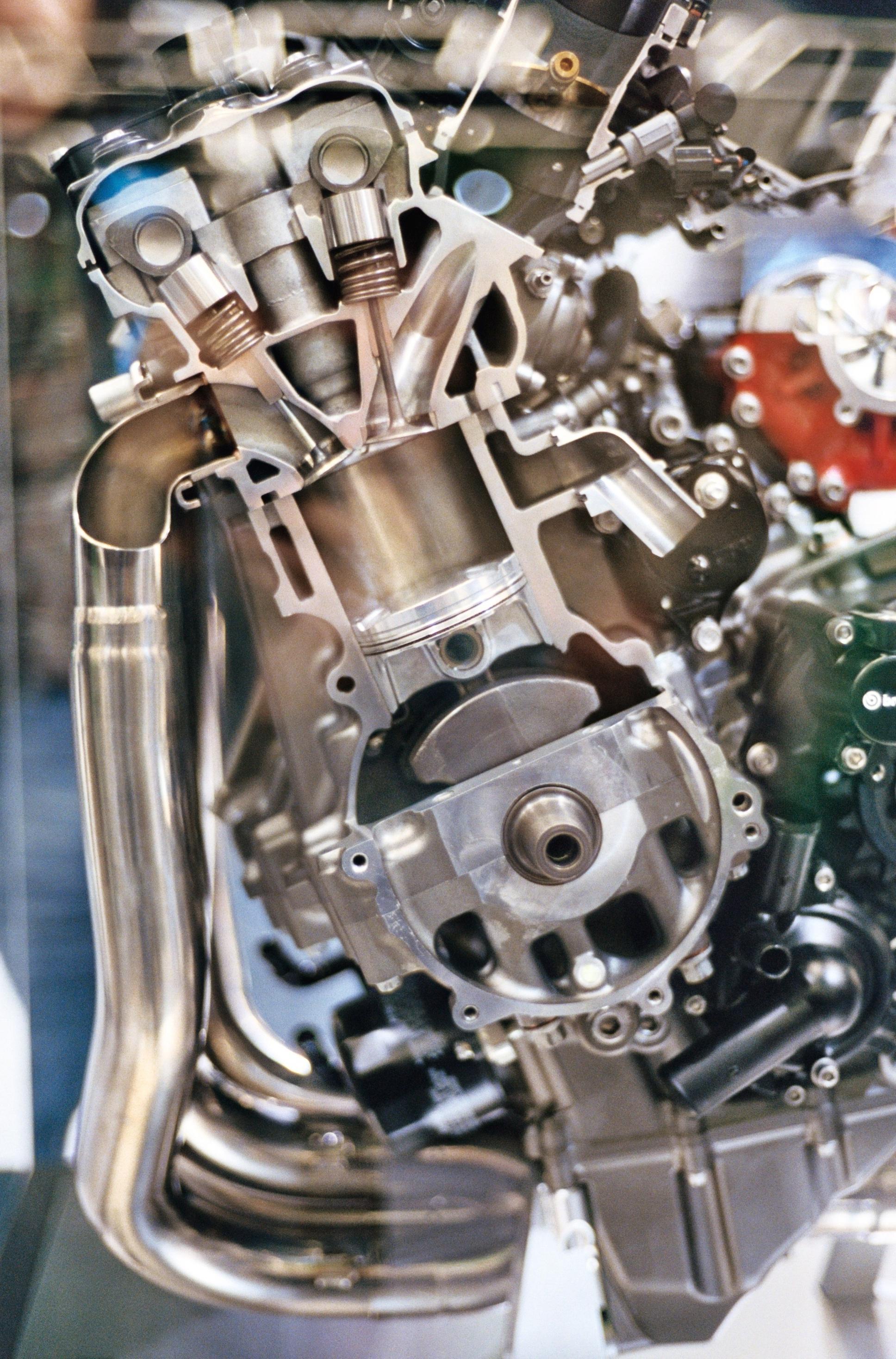 Kawasaki  Stroke Single Valve In Cylinder Head