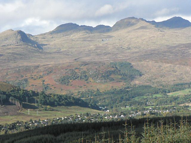 Killin under the Tarmachan ridge - geograph.org.uk - 63964