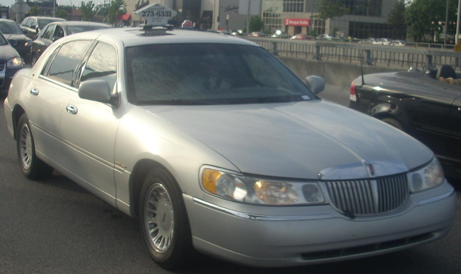 File Lincoln Town Car Taxicab Jpg Wikimedia Commons