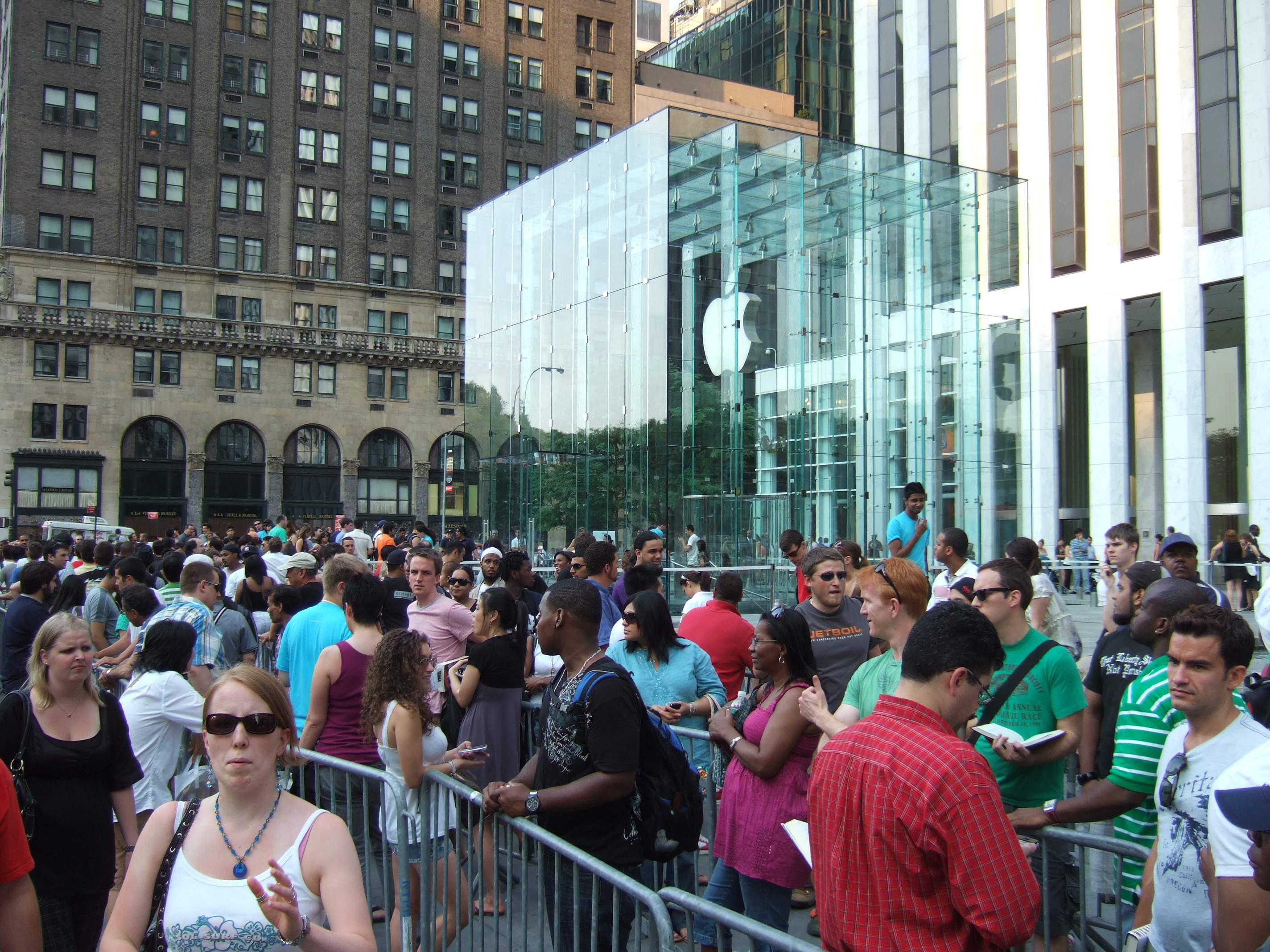 Customers line up outside Manhattan Apple store