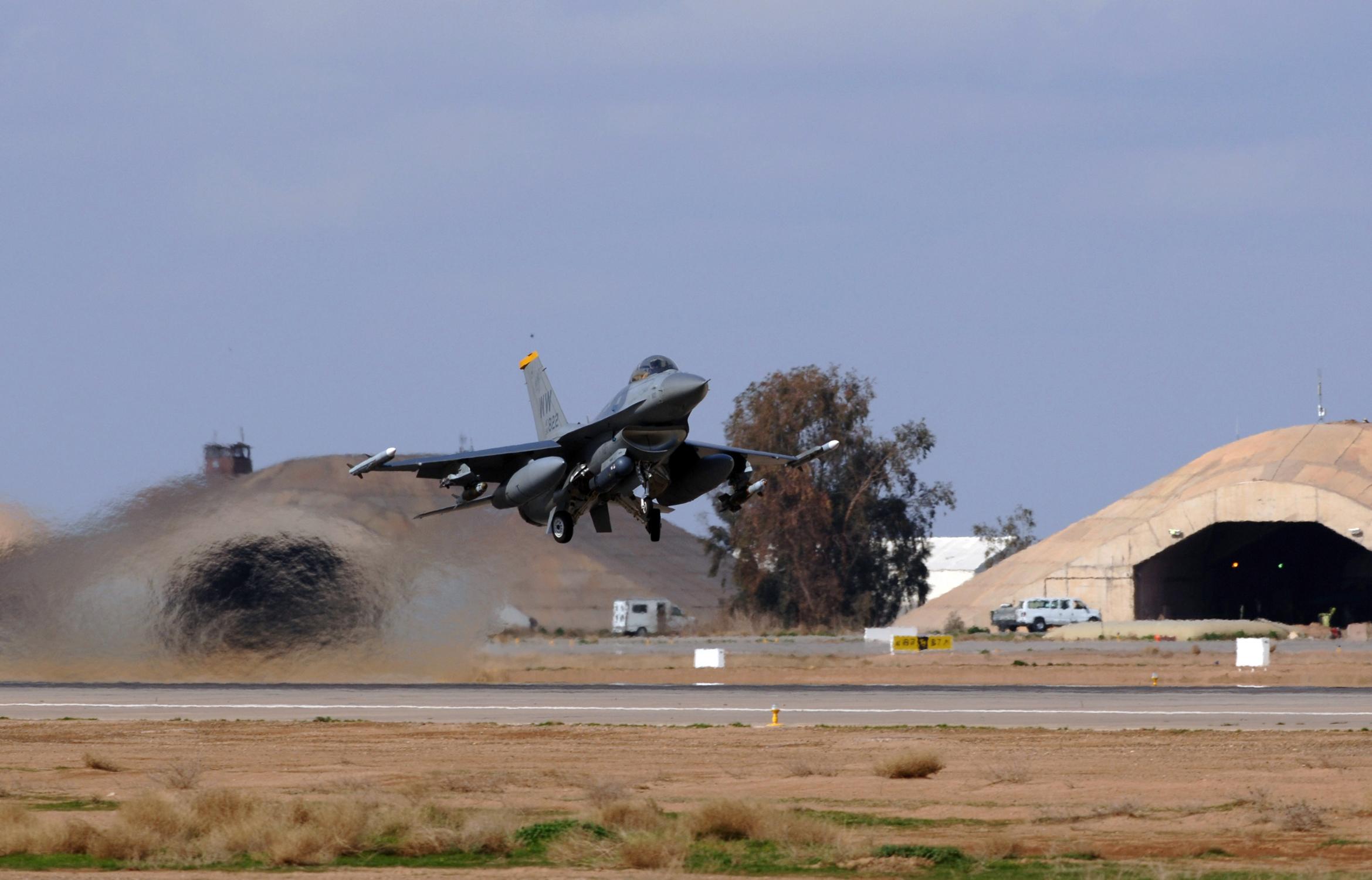 File:Lockheed Martin F-16 takeoff jpg - Wikimedia Commons