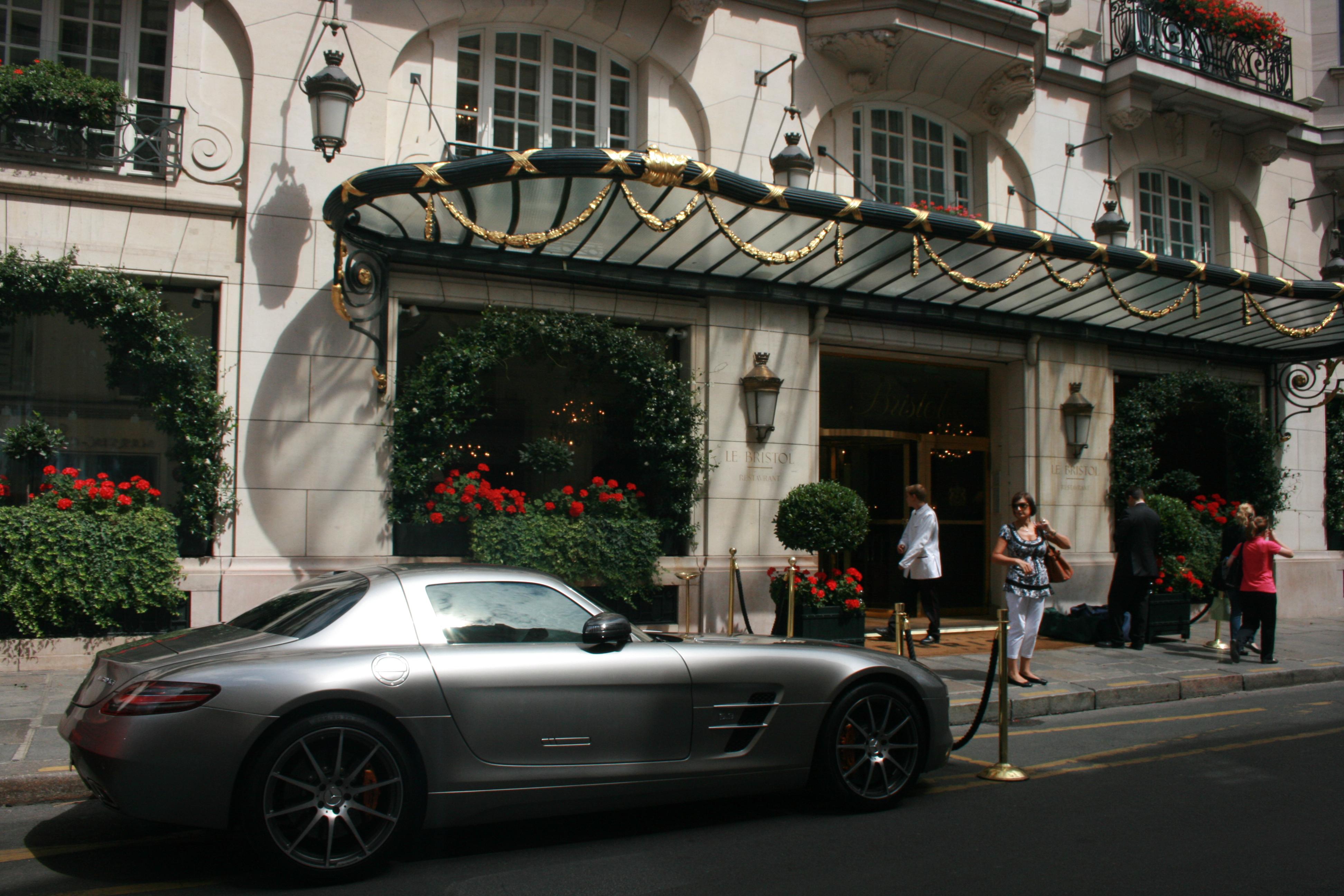 FileMercedes SLS Outside Le Bristol Hotel Paris August 2010