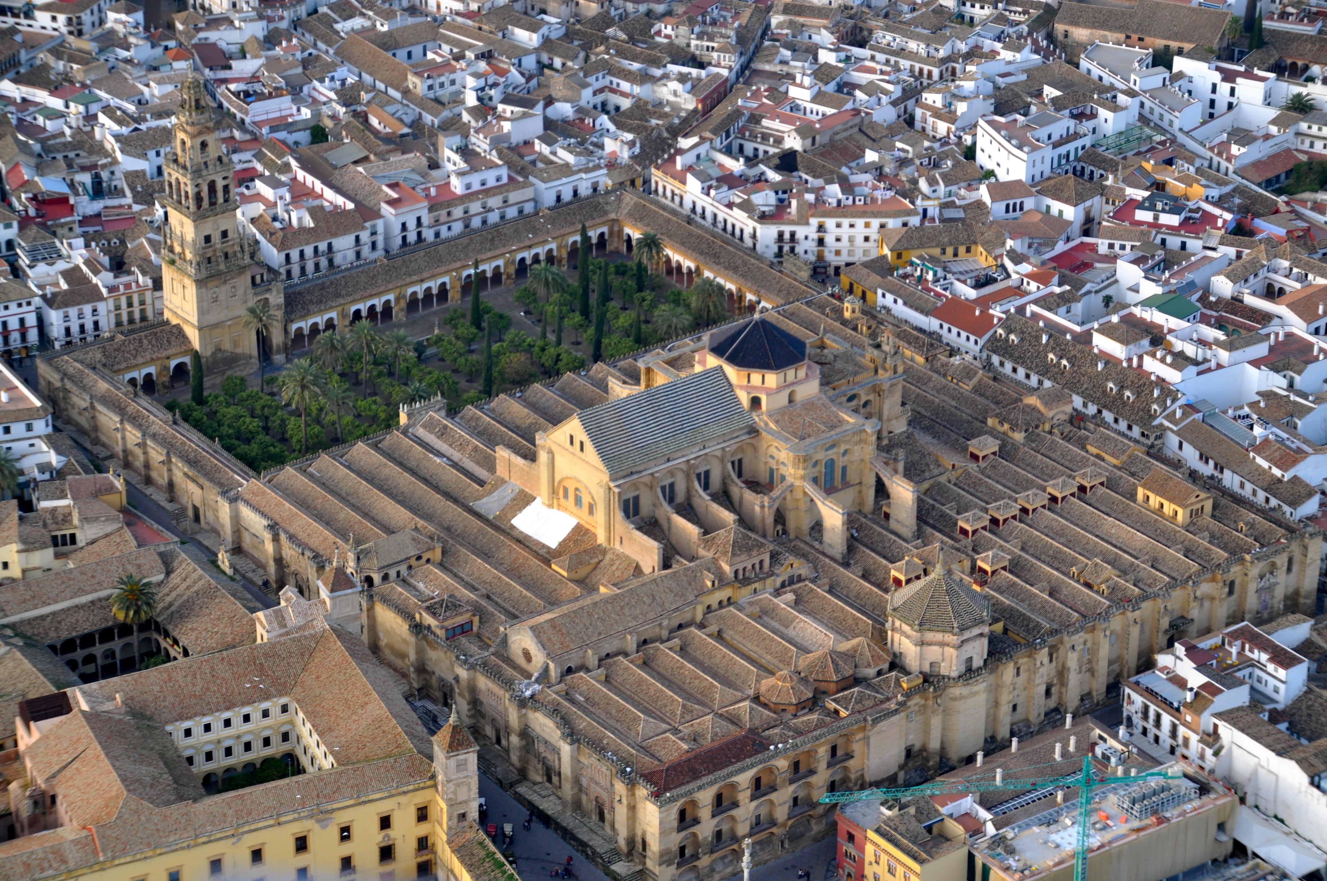 File:Mezquita de Córdoba desde el aire (Córdoba, España ...