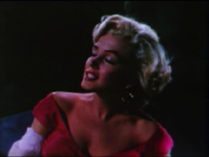 Fichier:Monroe sings from the trailer of Niagra 2.jpg