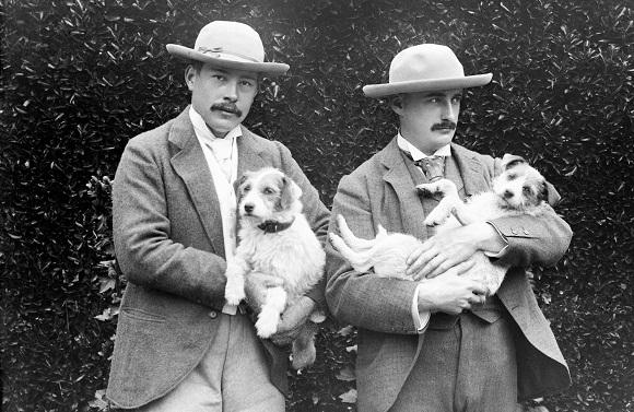 https://upload.wikimedia.org/wikipedia/commons/6/6c/Ned_Warren_and_John_Marshall%2C_1895.jpg