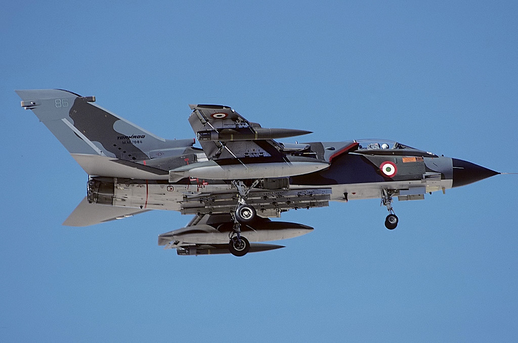 File:Panavia Tornado IDS, Italy - Air Force AN1446611.jpg ...