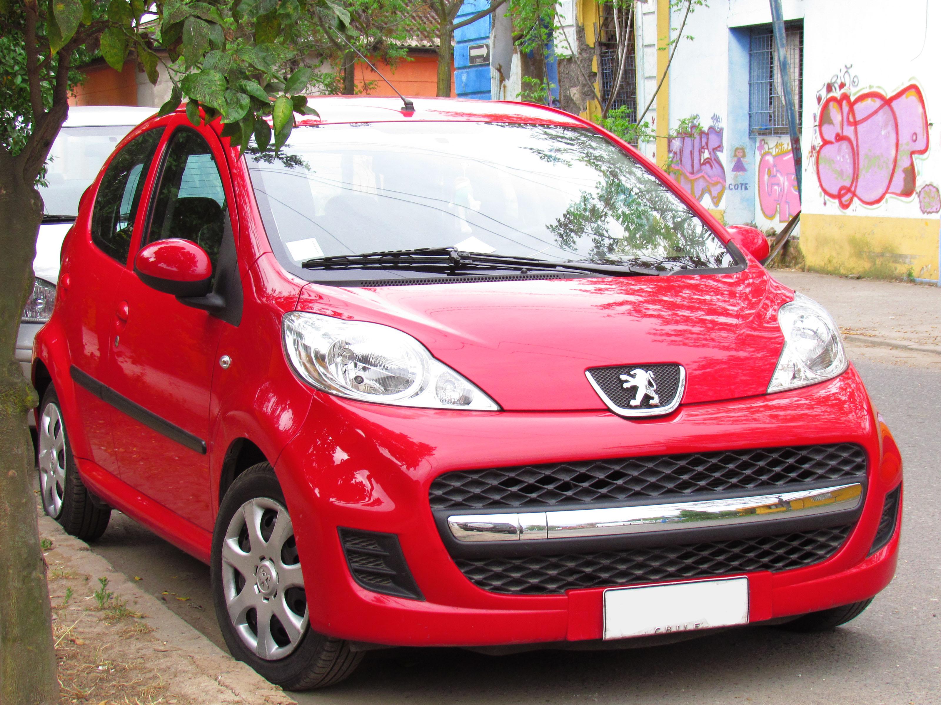 File Peugeot 107 1 0 Active 2010 11863122825 Jpg Wikimedia Commons
