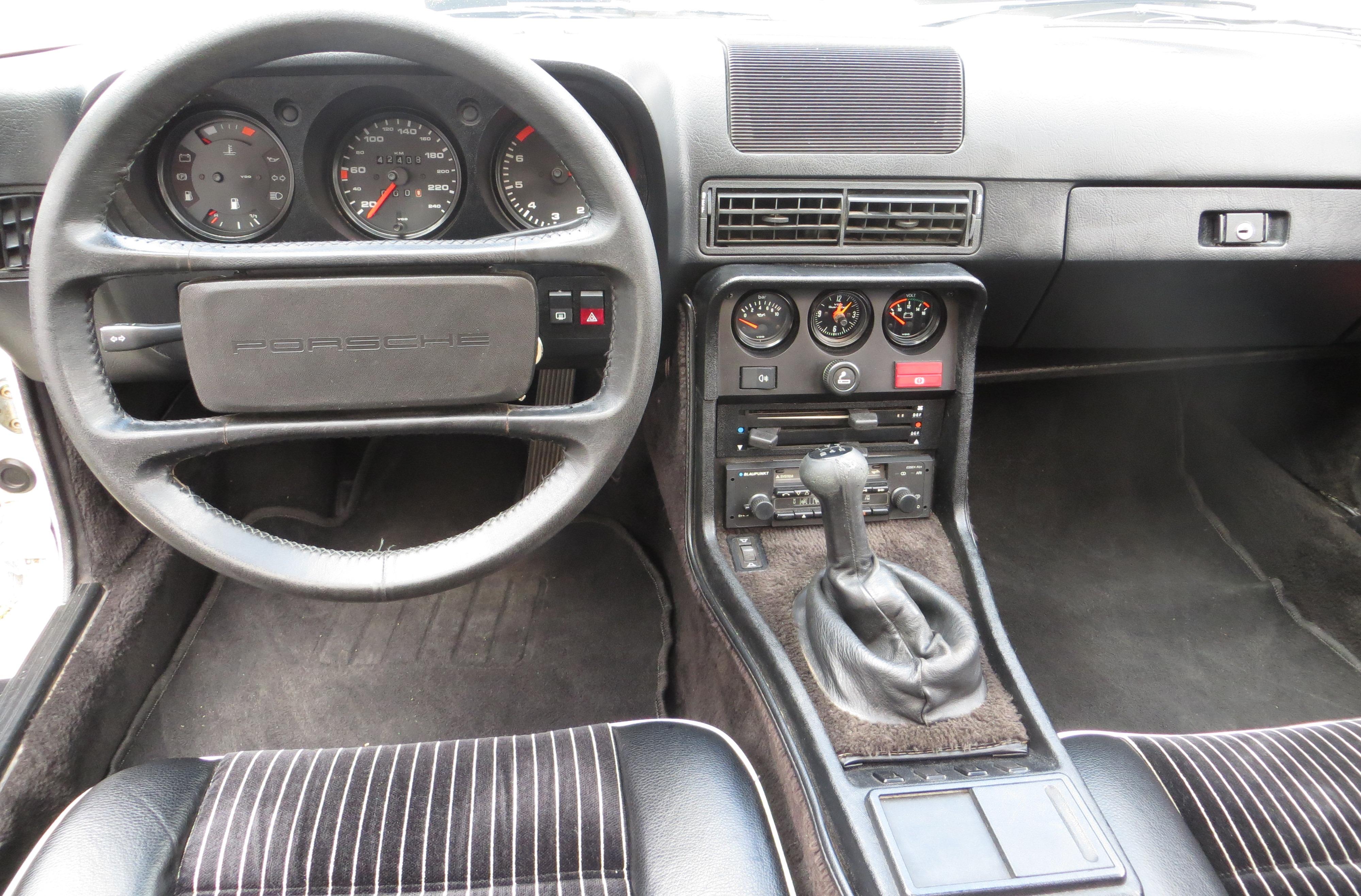 File Porsche 924 Cockpit Jpg Wikimedia Commons