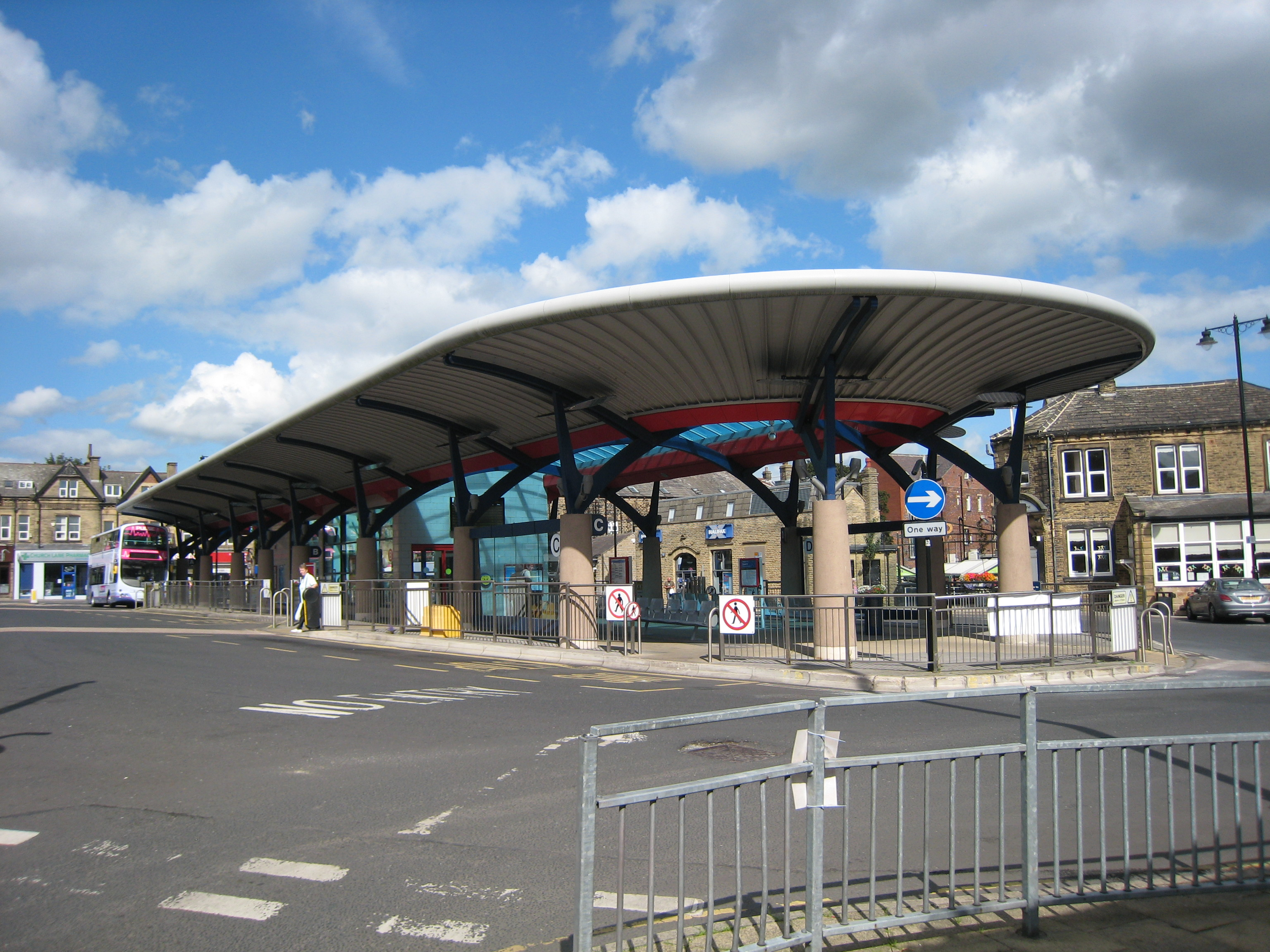 File:Pudsey Bus Station 2 September 2017 jpg - Wikimedia Commons