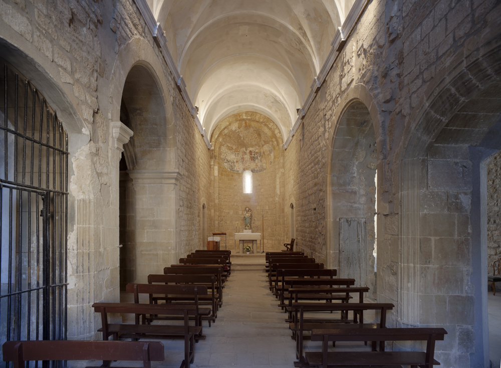 Santa maria de ribelles viquip dia l 39 enciclop dia lliure for Interior iglesia romanica