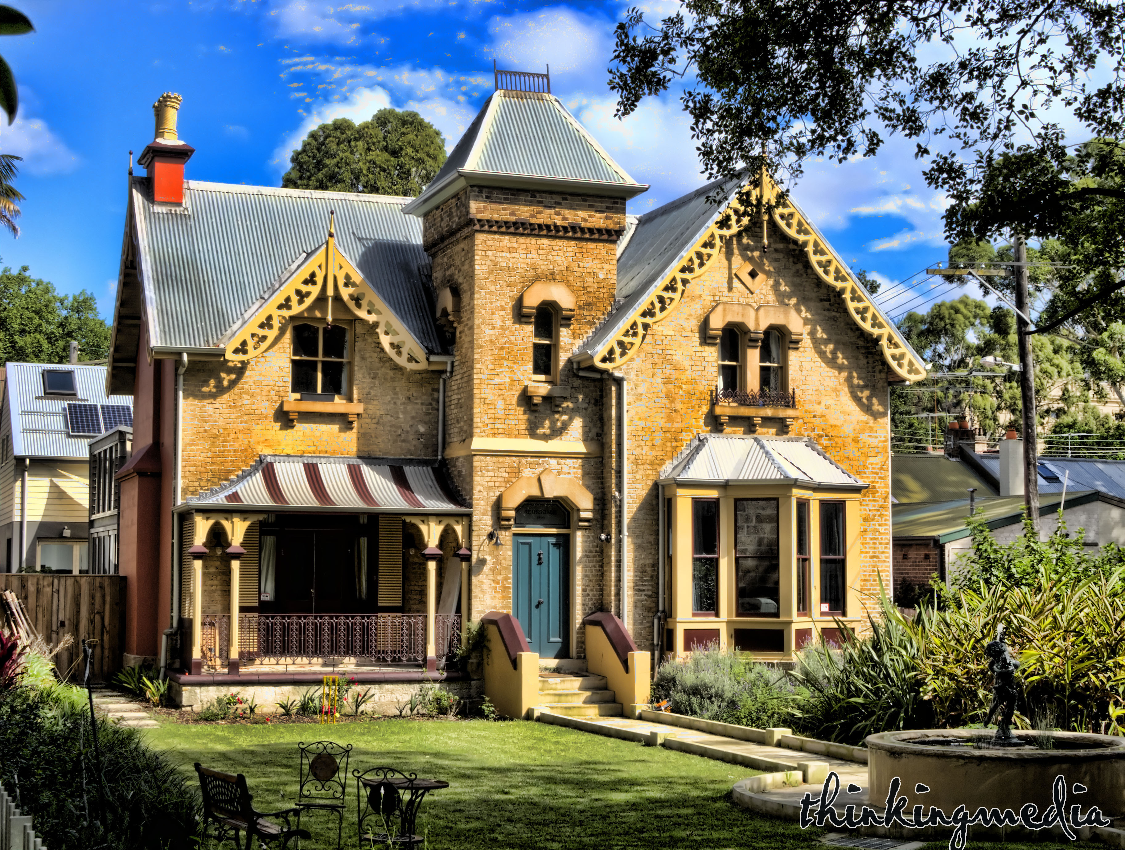 Wiki victorian architecture upcscavenger for Victorian style home builders