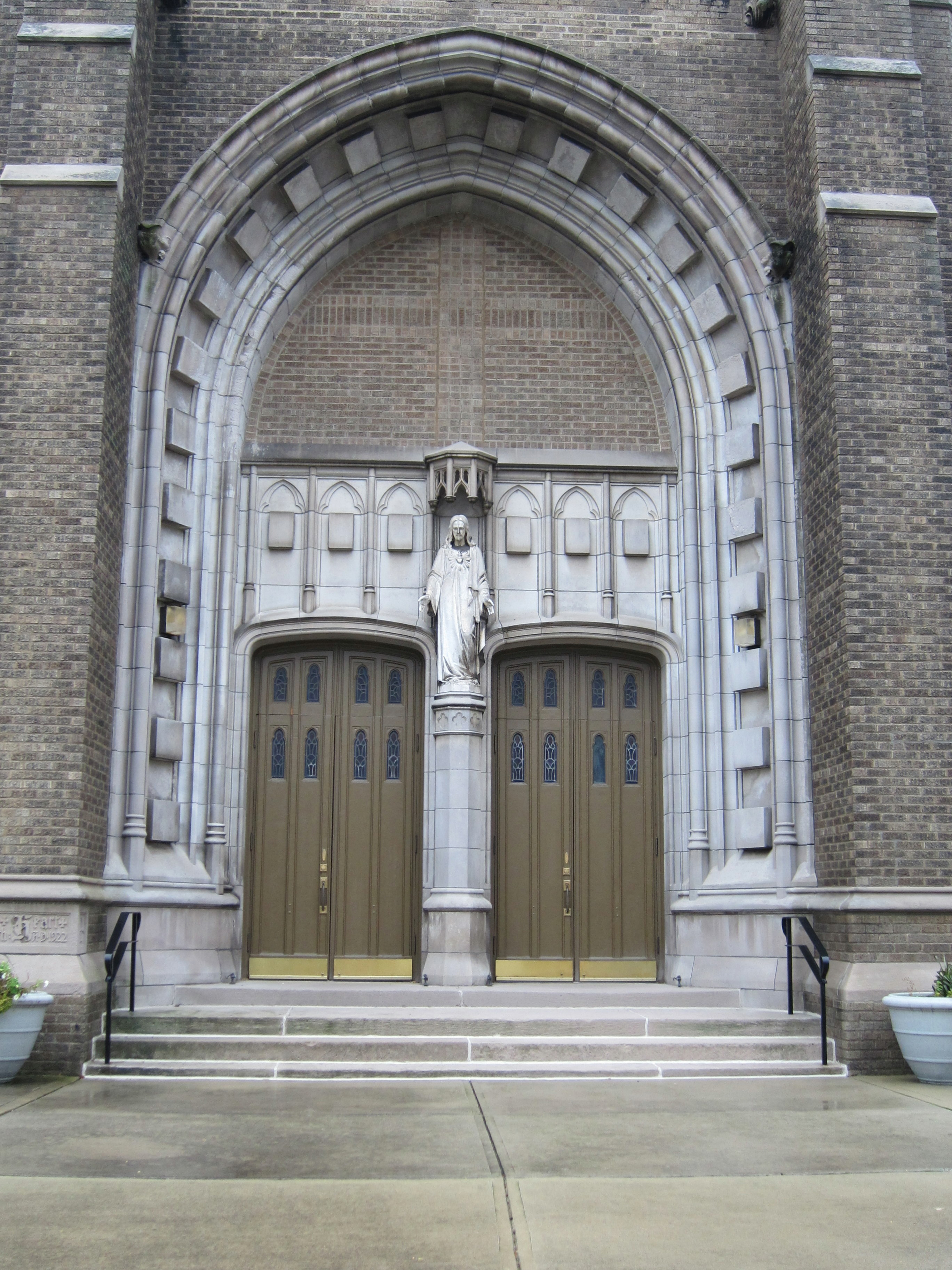 FileSacred Heart Church Columbus Ohio - front doors.jpg & File:Sacred Heart Church Columbus Ohio - front doors.jpg ...