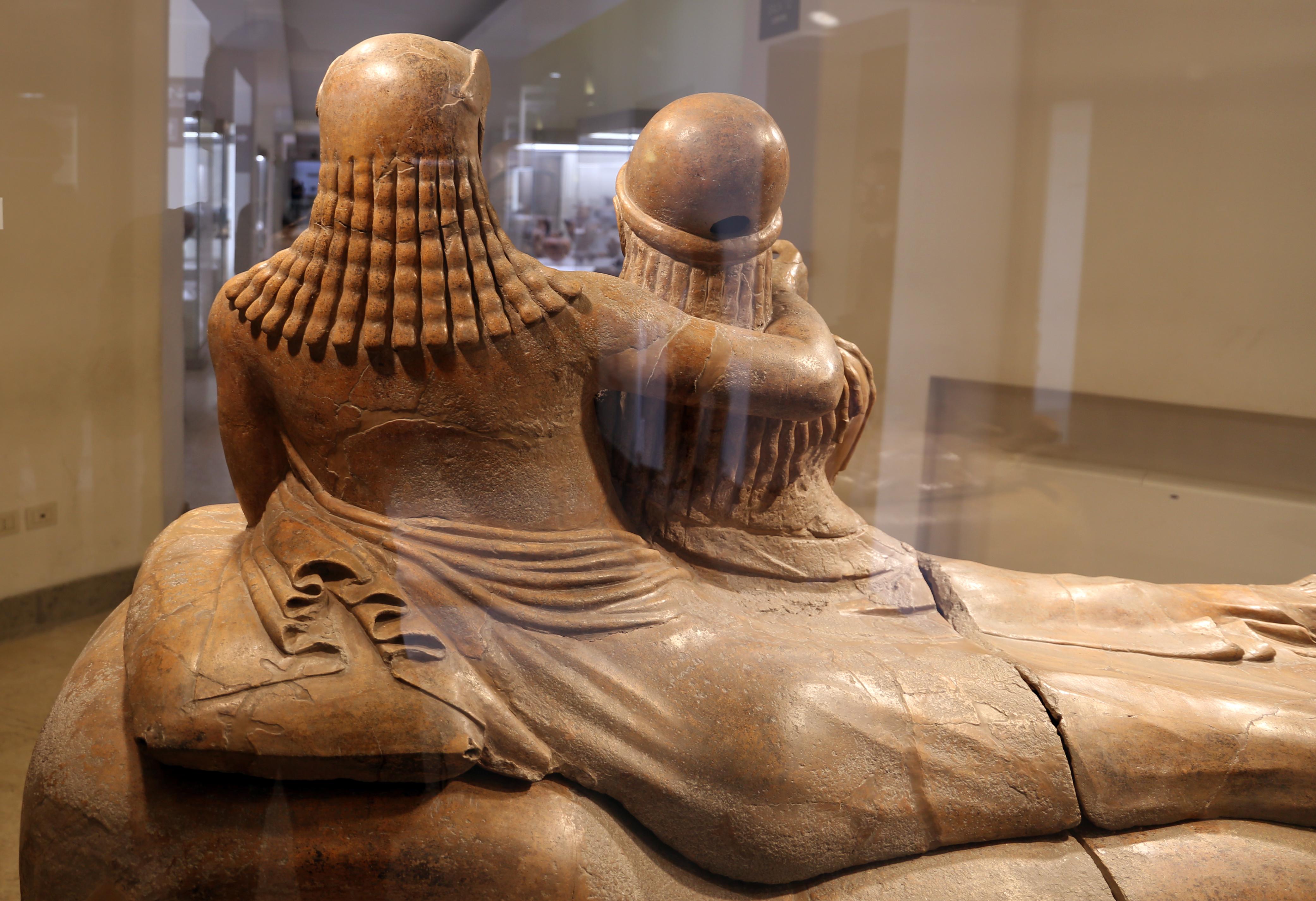 File sarcofago degli sposi produzione etrusca di for Degli sposi