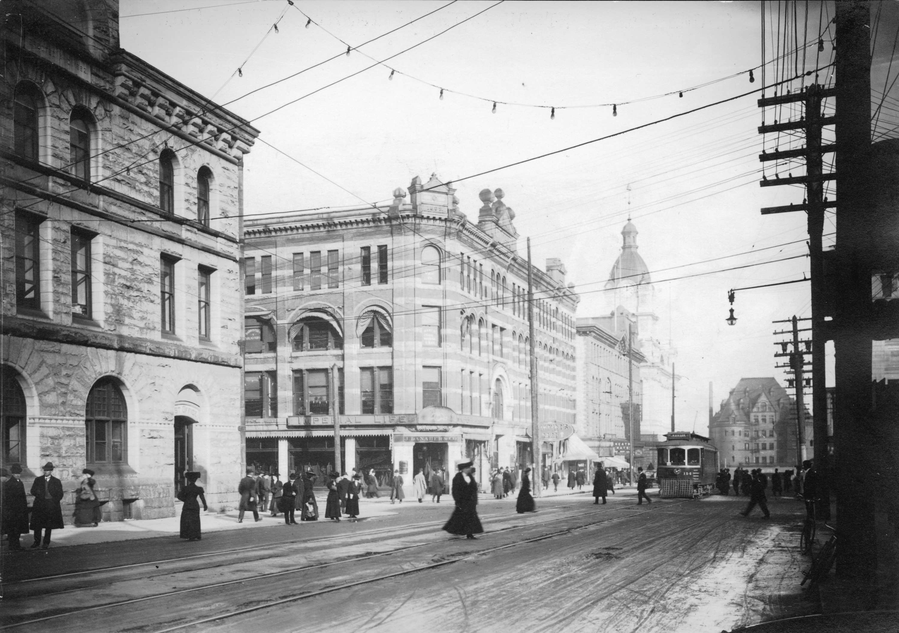 File:Streetcar at the corner of Granville and Pender in ...