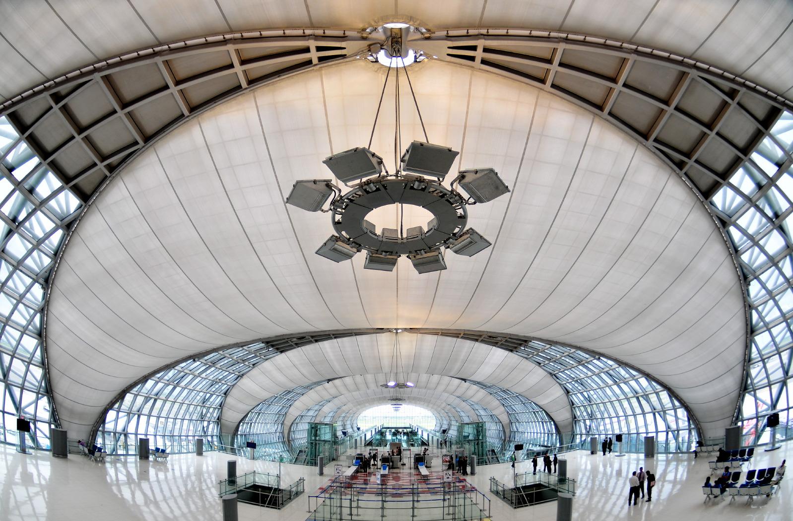 Raw public airport bang