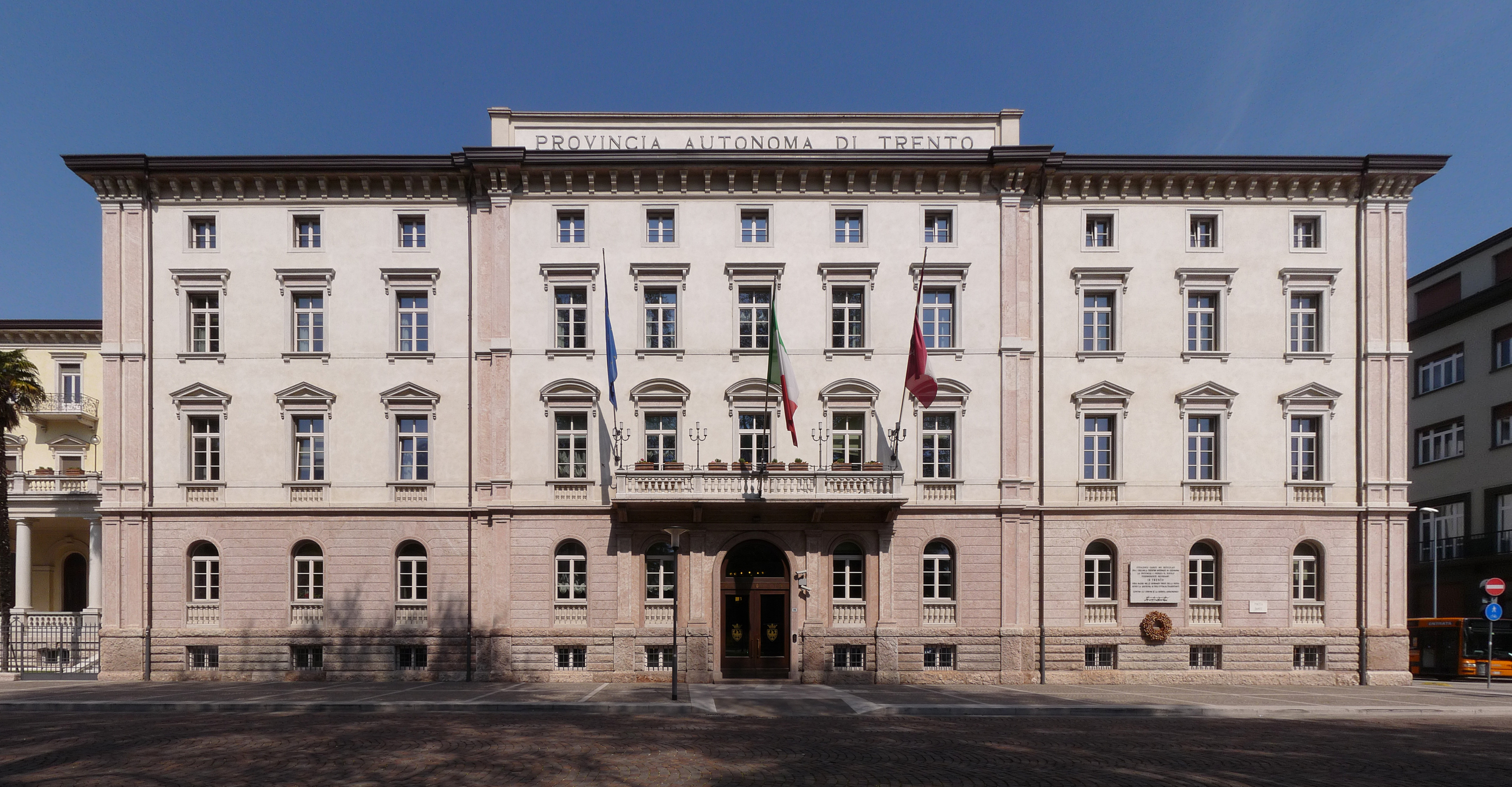 File Trento Palazzo della Provincia Autonoma di Trento front