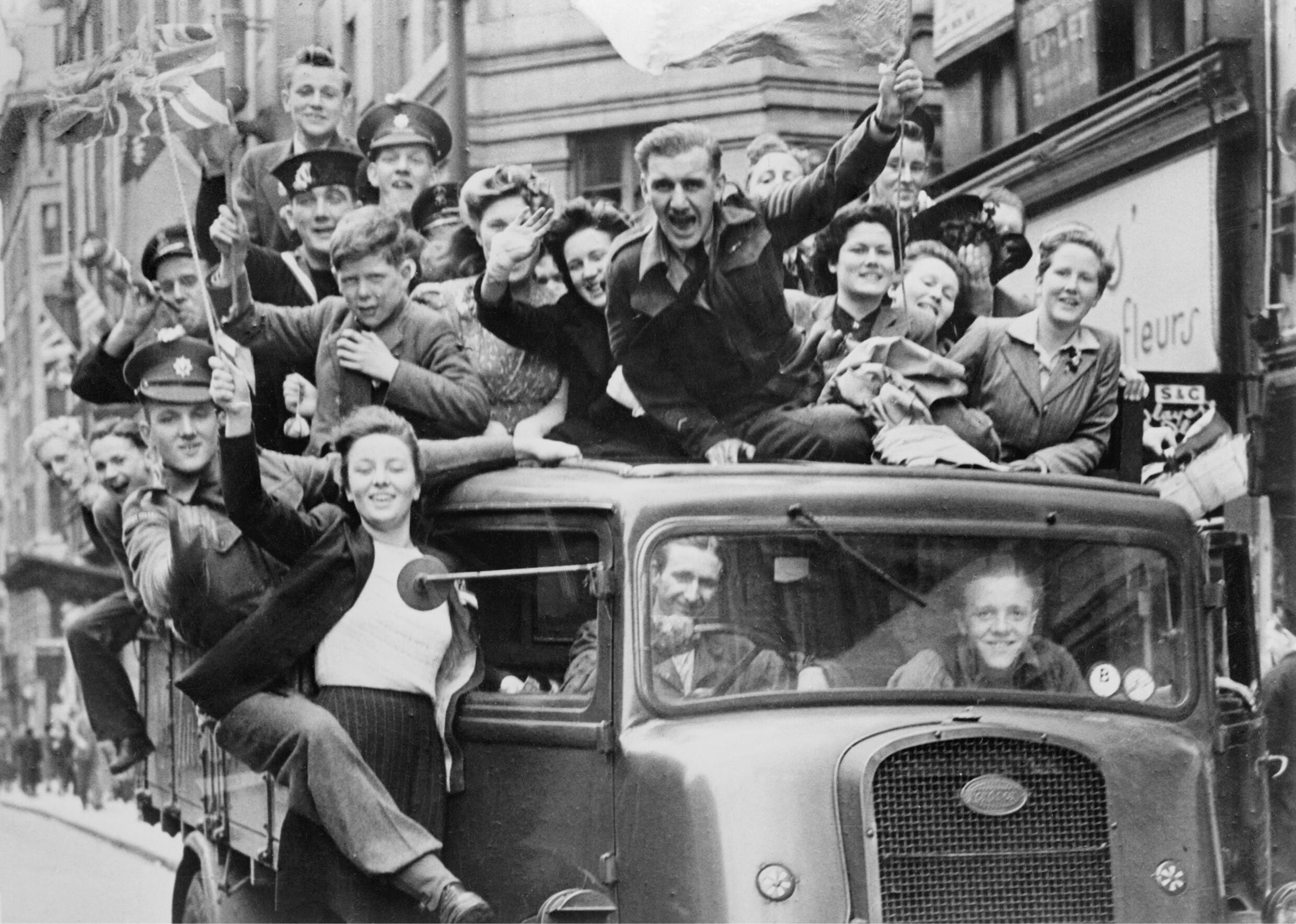 Ve Day Celebrations in London, 8 May 1945 HU41808