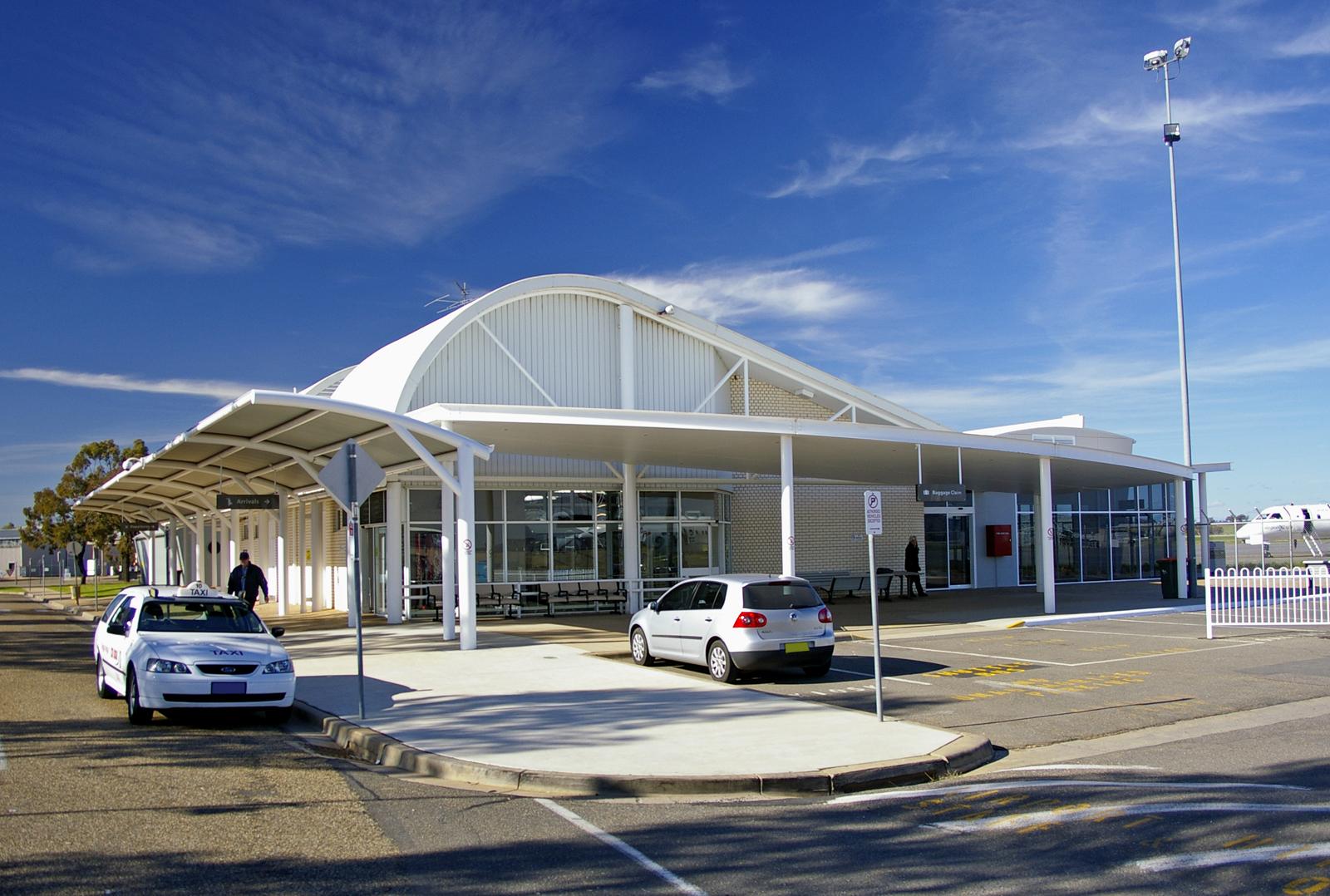 فرودگاه واگا واگا