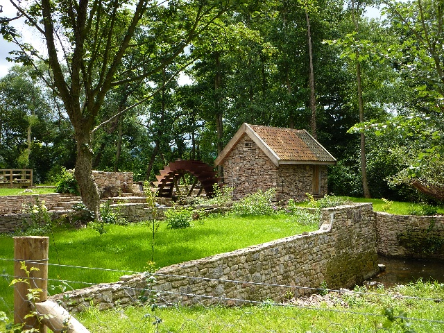 Waterwheel at Iwood Manor - geograph.org.uk - 1412217